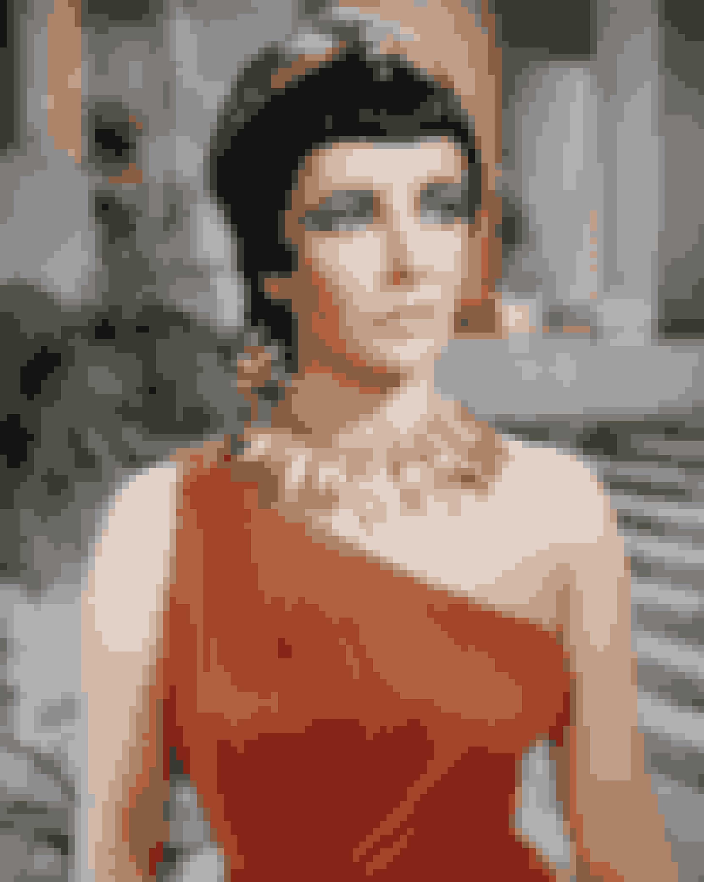 Cleopatra (1963)Denne hyldest til det gamle Egypten er berygtet for at gå hele 42 millioner dollars over budget, svarende til cirka 320 millioner dollars idag. Men den grandiøse film, byder da også på de smukkeste kulisser, og Elizabeth Taylor i absolut blændende kostumer.