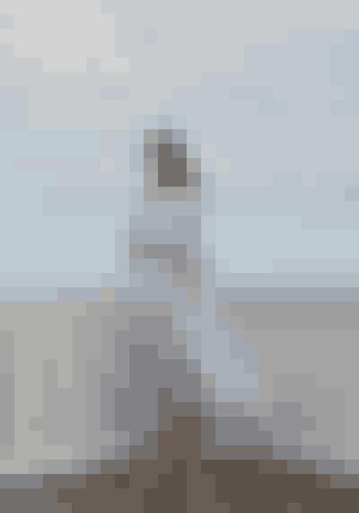 Kjole Gant, 1.200 kr. Se mere HERBælte Lovechild 1979, 400 kr.Øreringe Heartmade, 699 kr. Se mere HERSko Bianco, 299 kr. Købes online HER