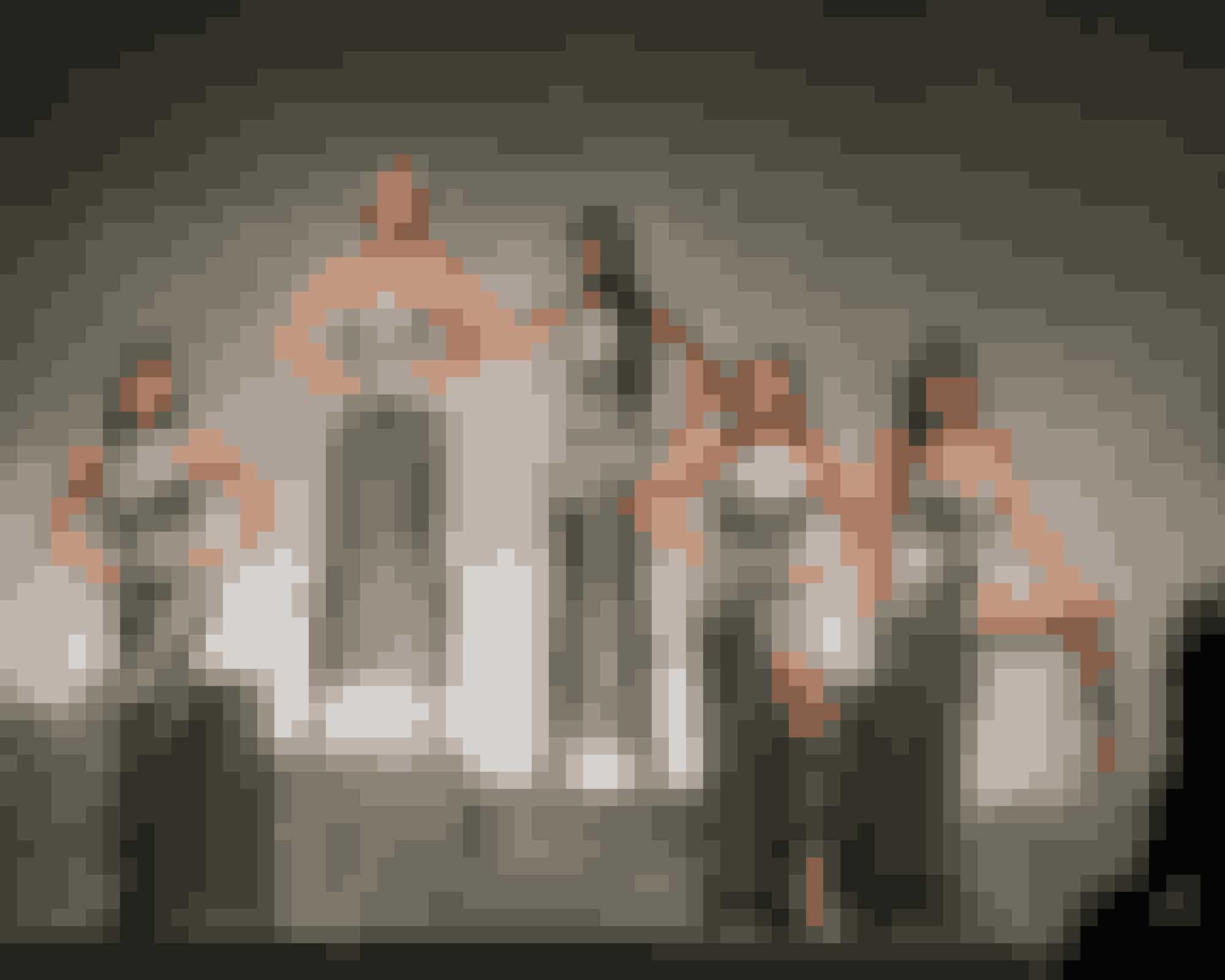 5. Versace hyldet af supermodellerne20-året for Gianni Versaces død blev markeret under modeugen i Milano i september, hvor fem af de originale supermodeller var på podiet for, sammen med Donatella Versace, at hylde den mand, som havde en stor andel i deres karrierer. Og da Cindy Crawford, Claudia Schiffer, Naomi Campbell, Carla Bruni og danske Helena Christensen skridtede ned ad podiet iført gudinde-guldkjoler var der ikke ét øje, der var tørt på publikumsrækkerne.