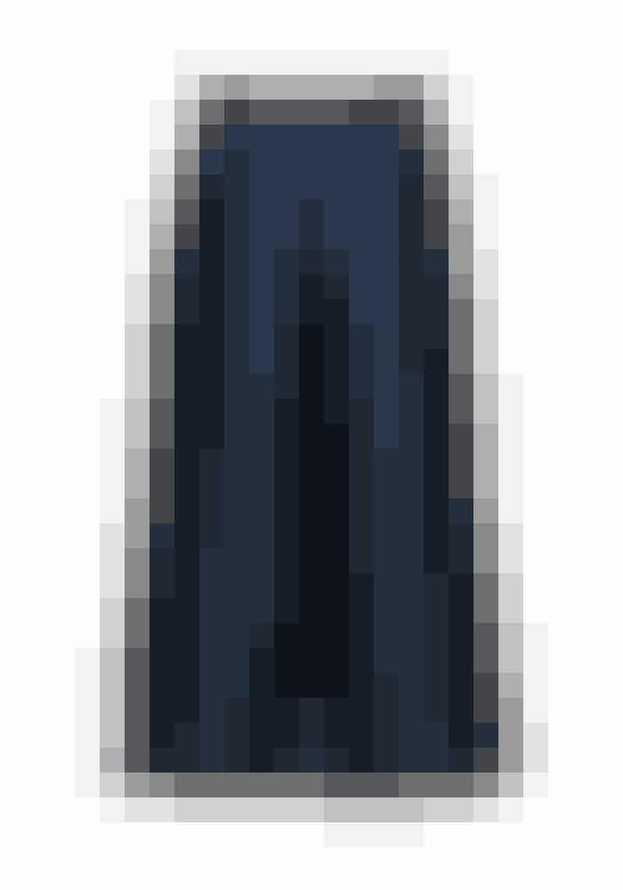 Culotte-bukser er lidt en sjov størrelse, enten elsker du den, eller så hader du den. Jeg er ret vild med dem ,og denne model er lidt stiv i stoffet og danner på denne måde et super fint kjole-agtigt look.Bukser, Dudi, Designers Remix, 1.600 kr.Fås online HER