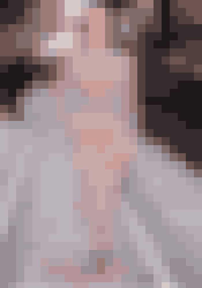 Emily Blunt i Alexander McQueen til premiere på 'Kvinden i toget'