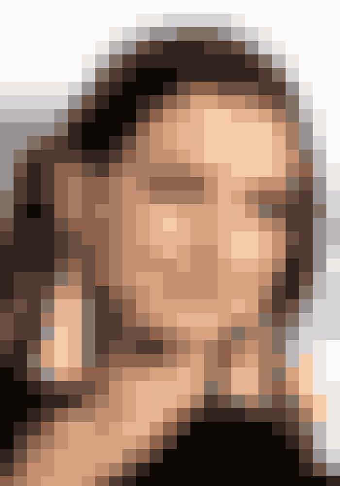 Anne Hathaways store brune øjne er smukt fremhævet af en masse mascara, mens resten af looket er holdt neutralt.Sådan gør du: Buk vipperne, inden du lægger mascara for at åbne øjet så meget som muligt. Brug herefter to lag mascara. Hvis du har tålmodighed til det, kan du også kaste dig ud i kunstige vipper. Det kræver en sikker hånd, en god lim og en masse vatpinde.