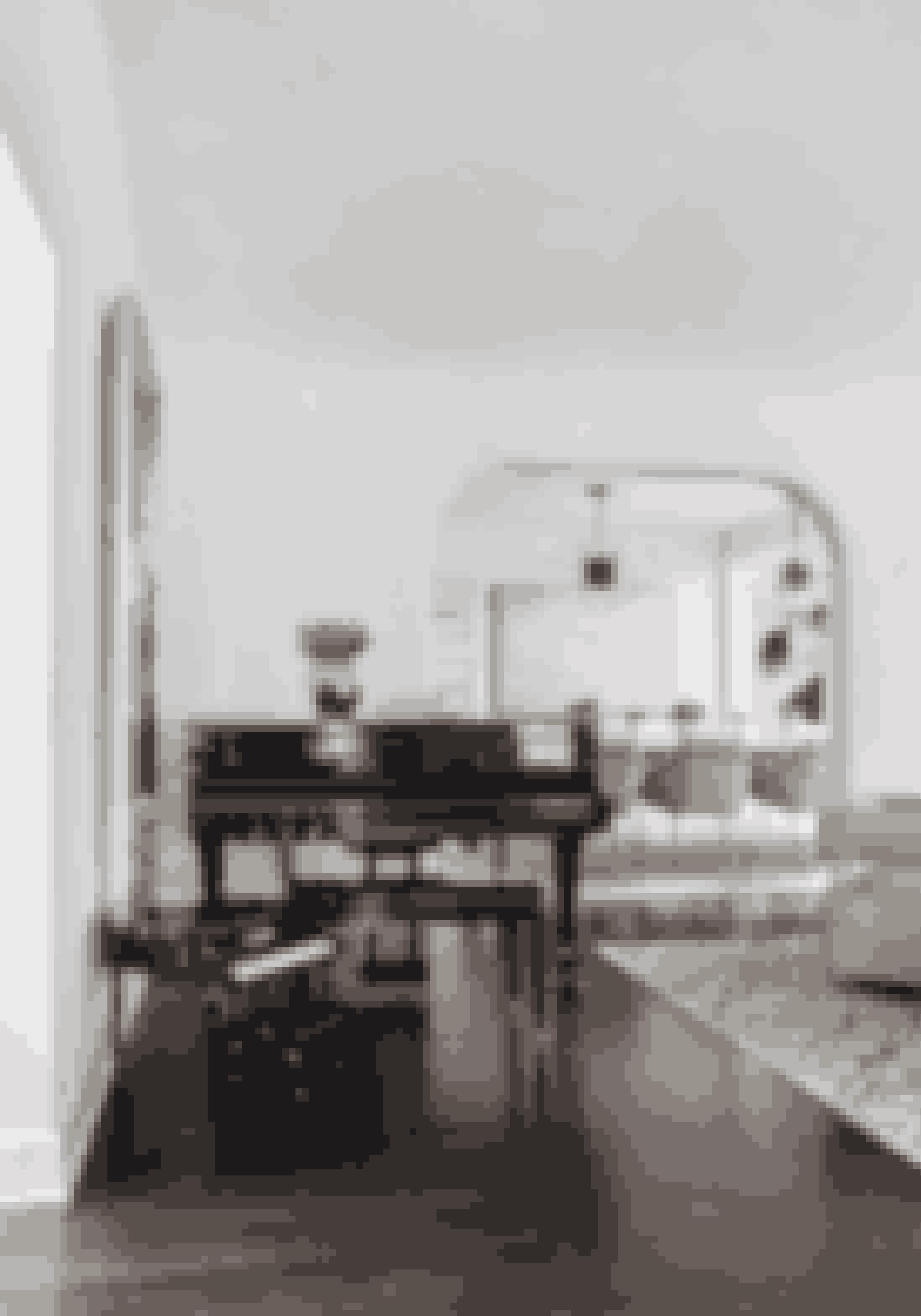 Et møbel kan næsten være kunst i sig selv. Giv store møbler plads og luft, så de kan komme til sin ret.