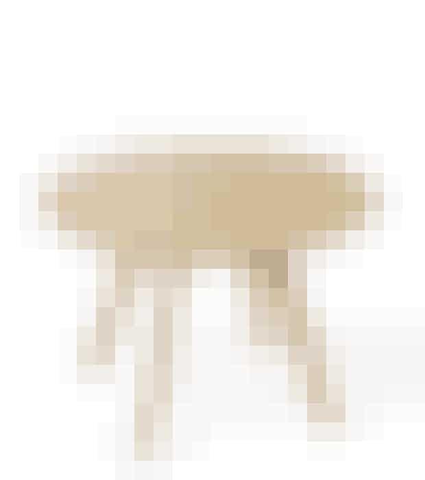 Et superpænt bord, som er fremstillet i træ og designet i den typisk, enkle skandinaviske stil. Bordets enkelthed gør, at det passer fint i enhver stue og til ethvert interiør.Bordet har en højde på 40 cm og bordpladen har en diameter på 60 cm.Find det her!