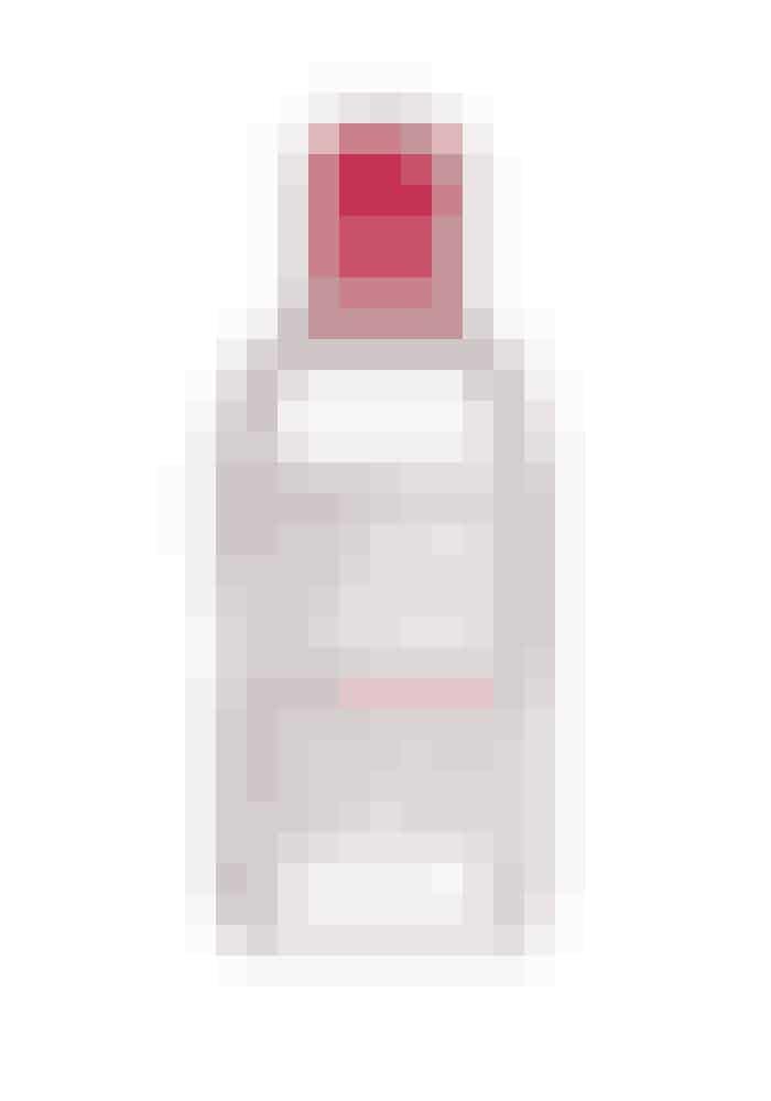 Rens til sart hudDenne rensevand bliver ofte brugt backstage hos makeupartisterne til modeugerne, for den kan fjerne selv den mest vandfaste makeup i et snuptag, uden at irritere huden. Den beroliger og fugter huden, mens den renser makeuppen af.Rensevand, Sensibio H2O, Bioderma, 250 ml, 119 kr.Fås online HER