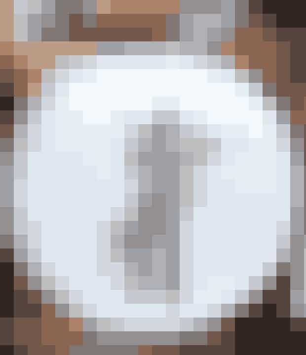 En enkelt æblegren ser flot ud til en enkel og rustik borddækning.
