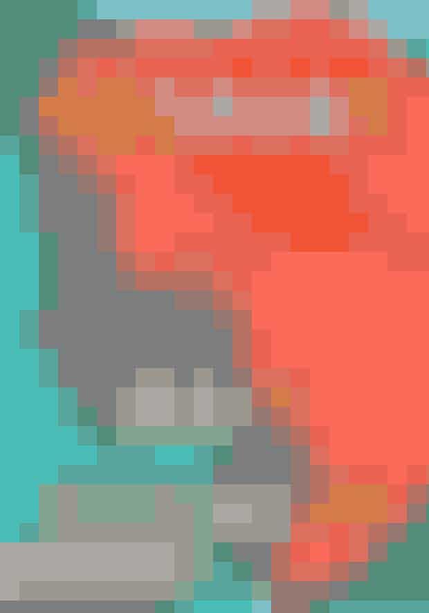 Brit Bennett: 'Mødrene', Lindhardt & Ringhof, 299 kr.I Oceanside, Californien sørger Nadia over sin mor, der netop har begået selvmord. Hun former et tæt venskab med den moderløse Aubrey og har en kortvarig romance med den fire år ældre Luke.Da Nadia mange år senere vender hjem til Oceanside, rippes der op i gamle sår og den hemmelighed, hende og Luke deler. Alle tre plages af de valg, de tog den sommer, og af spørgsmålet: Hvad nu, hvis de havde handlet anderledes? Mødrene er en roman om ambitioner, venskab, kærlighed og om en stor hemmelighed i et lille samfund.- Hvis du læser Mødrene, vil du lære en masse. Du vil lære, hvordan det er, når et moderformet fravær er centrum for ens liv, men også hvordan det føles, at have sin mors varme og dømmende ånde i nakken hvert sekund. Du vil lære, at mænd, selv når de gang på gang handler forkert, har følelser for fødte og ufødte børn. Du vil lære, at strenge og onde handlinger har rod i trist, tilegnet visdom. Og du vil lære at Brit Bennett er en forfatter, du skal holde øje med. - Washington PostKøb bogen online HER