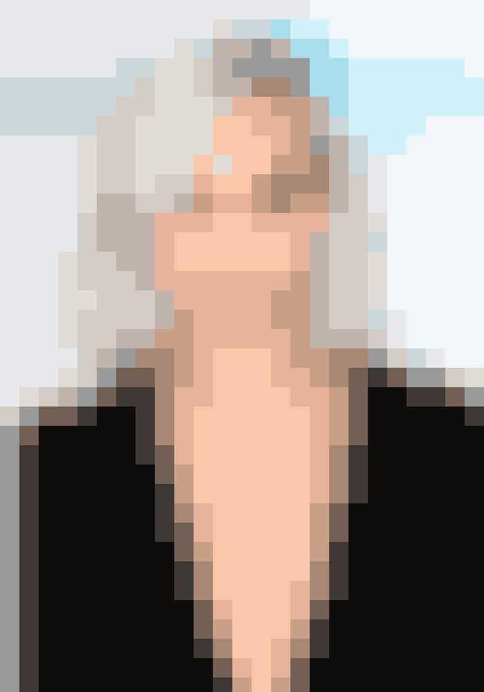 Supermodellen og it-girl Cara Delevingne rocker en platinblond bob. Den dybe sideskilning er med til at give frisuren lidt kant. Her har hun desuden skabt liv til looket med lidt svaj – du kan style looket med en saltvandsspray og et glattejern, som du bruger som krøllejern.