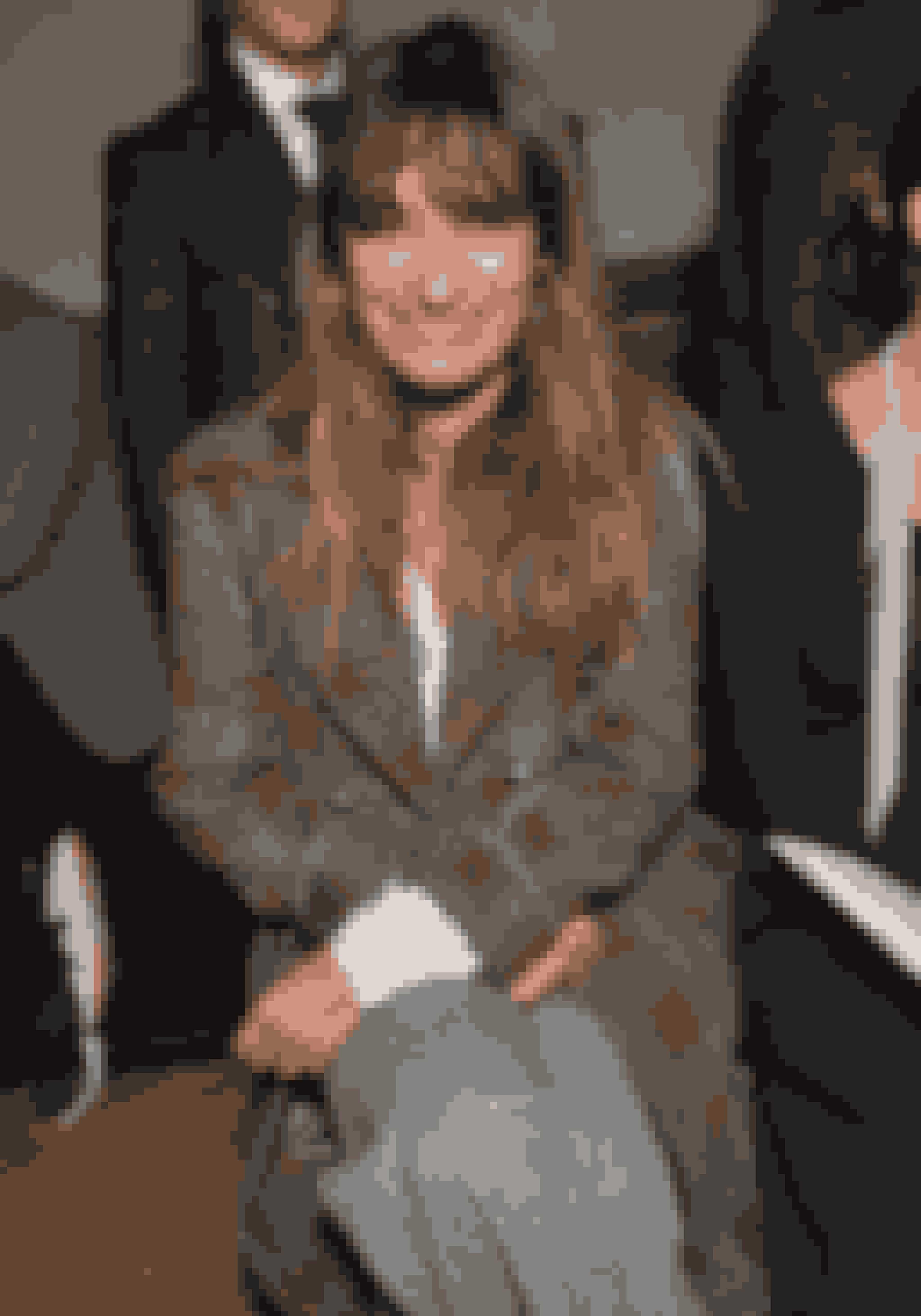 Caroline de Maigret er en fransk model og musikproducer. Hun er desuden forfatteren bag bogen 'How to be Parisian'. Bogen kan købes HER