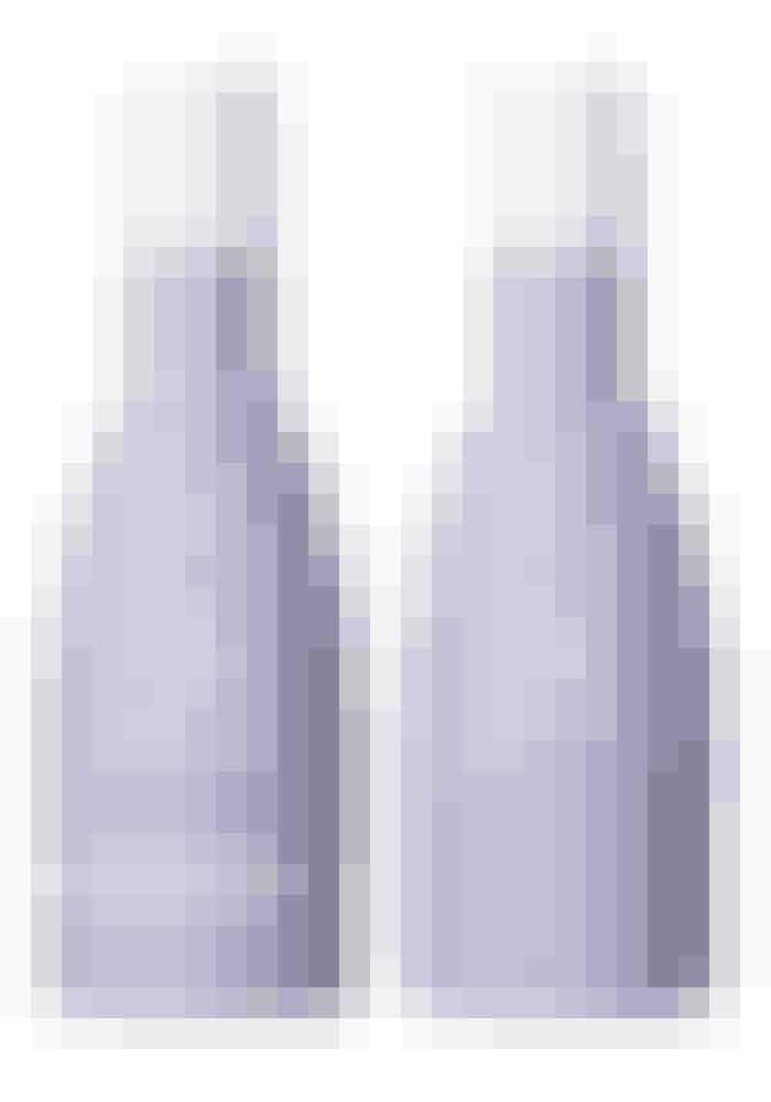 Den svenske hårekspert Bjørn Axén er endelig kommet til Danmark, og jeg er vild med hans produkter. Lige nu tester jeg volumenshampoo- og conditioner, og de fungerer rigtig godt til mit fine hår.Bjørn Axén Volumizing Shampoo, 250 ml, 79 kr.Fås online HERBjørn Axén Volumizing Conditioner, 250 ml, 99 kr.Fås online HER