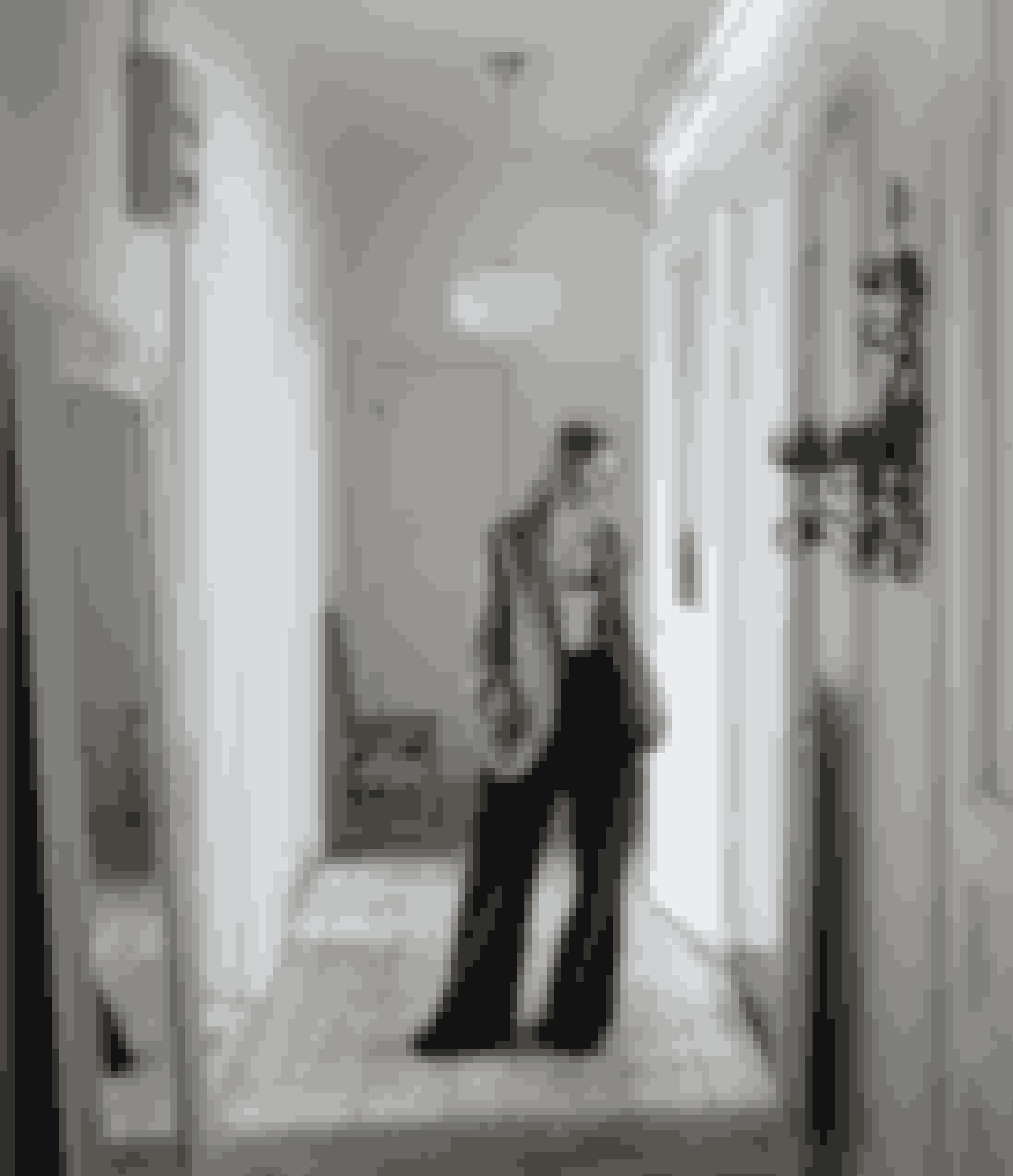 Her bor:Emma Thorstrand, modestylist, manden Alex Thorstrand, som driver Day Spa i Stockholm, og sønnen Tom.Bolig:Oprindelig fireværelses lejlighed, der ligger øverst i et gammelt byhus i Vasastan i Stockholm.Stil: Vintage med franske toner.