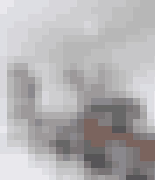 Her bor:Christina Winther, hendes mand Jens Winther og børnene Nuggi (19) og Andreas (10). Stephanie (29), Josephine (28), Rasmus (25) og Christian (23) er flyttet hjemmefra. Hun er tidligere indehaver af interiørbutikken Finnegan & Me og har netop åbnet en Caravane flagshipstore i København.Bolig: En herskabslejlighed på 189 m² på Esplanaden i København. Den var sat fuldstændigt i stand og var lige til at flytte ind.Stil: Varm, skødesløs og feminin med fransk og etnisk inspiration