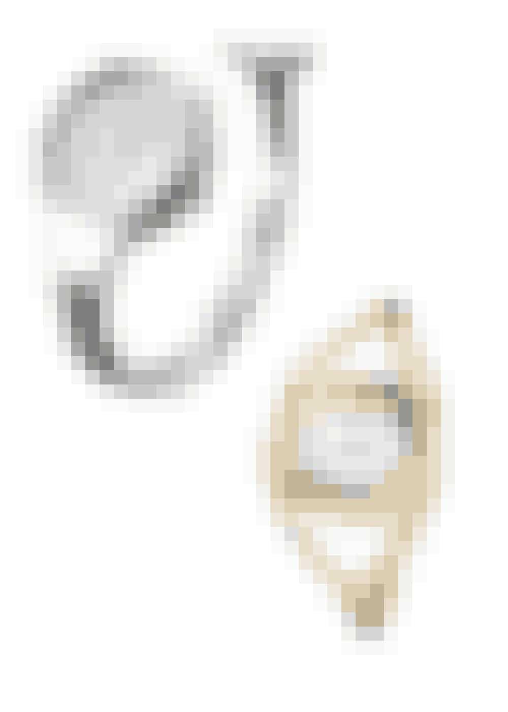 """SOM ET SMYKKEBær dit ur som et smykke, ikke som et redskabt til at se klokken. Det kan du fx gøre ved at købe et ur med en """"hård"""" rem, der på mange måder minder om cuff armbåndet.Her vist Georg Jensen, Vivianna, 11.000 kr.; og Calvin Klein, Delight, 1.210 kr."""