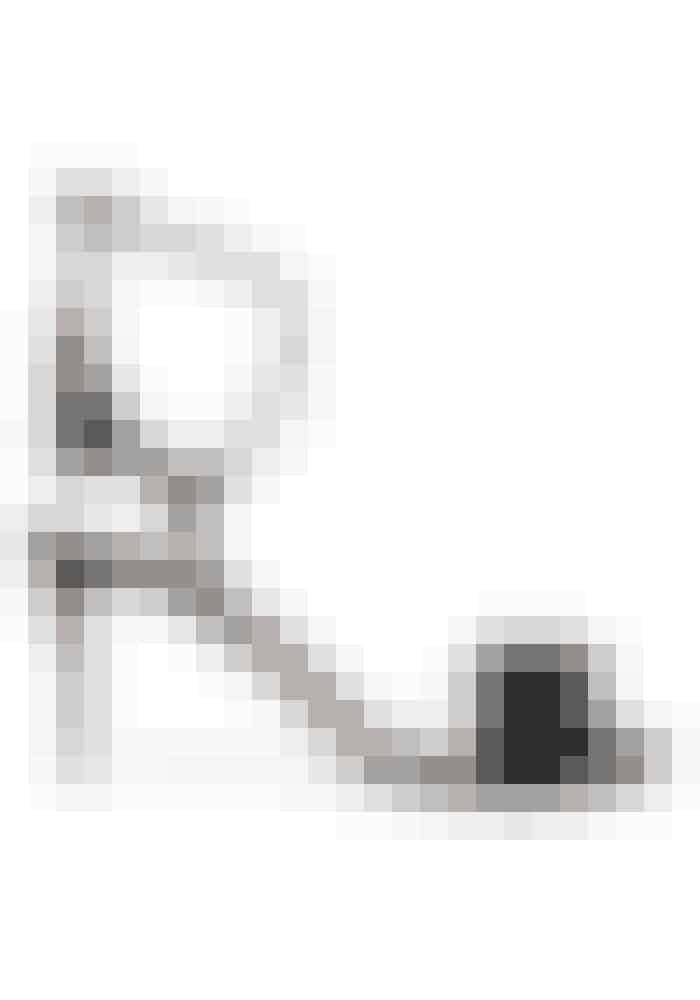 StiletterJeg vil hoppe i disse skønne ruskindsstiletter, for at give kjolen et festligt modspil og kan ikke stå for detaljerne med kvaster og frynser. Stiletter, Aquazzura,4.277kr.Fås online HER