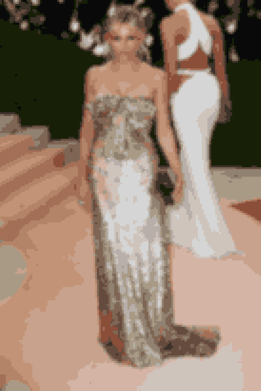Gucci klædte skuespiller Sienna Miller på.
