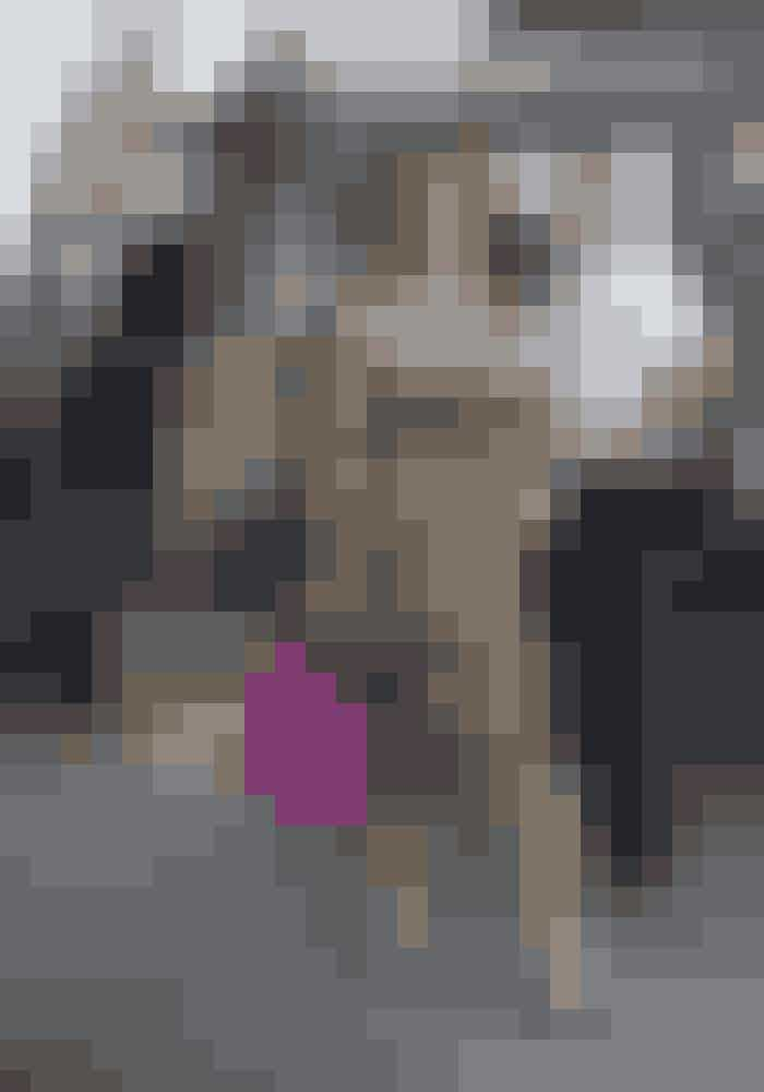 """#4 MULBERRYS 'BAYSWATER'-TASKEMulberrys 'Bayswater'-taske så dagens lys for første gang i 2003, og siden har den storsolgt - især i Danmark. Dens relativt fornuftige pris og hverdagsfavnende design af Mulberrys chefdesigner dengang, Nicolas Knightly, sikrede den lynhurtigt it-bag-status. I år har Mulberrys nye chefdesigner Johnny Coca redesignet tasken, fordi """"ikoner må udvikle sig,"""" som han siger. Læs mere om det HERDu kan dog stadig købe den originale 'Bayswater'-taske HER og i Mulberrys butikker, for den er ikke taget ud af produktion."""