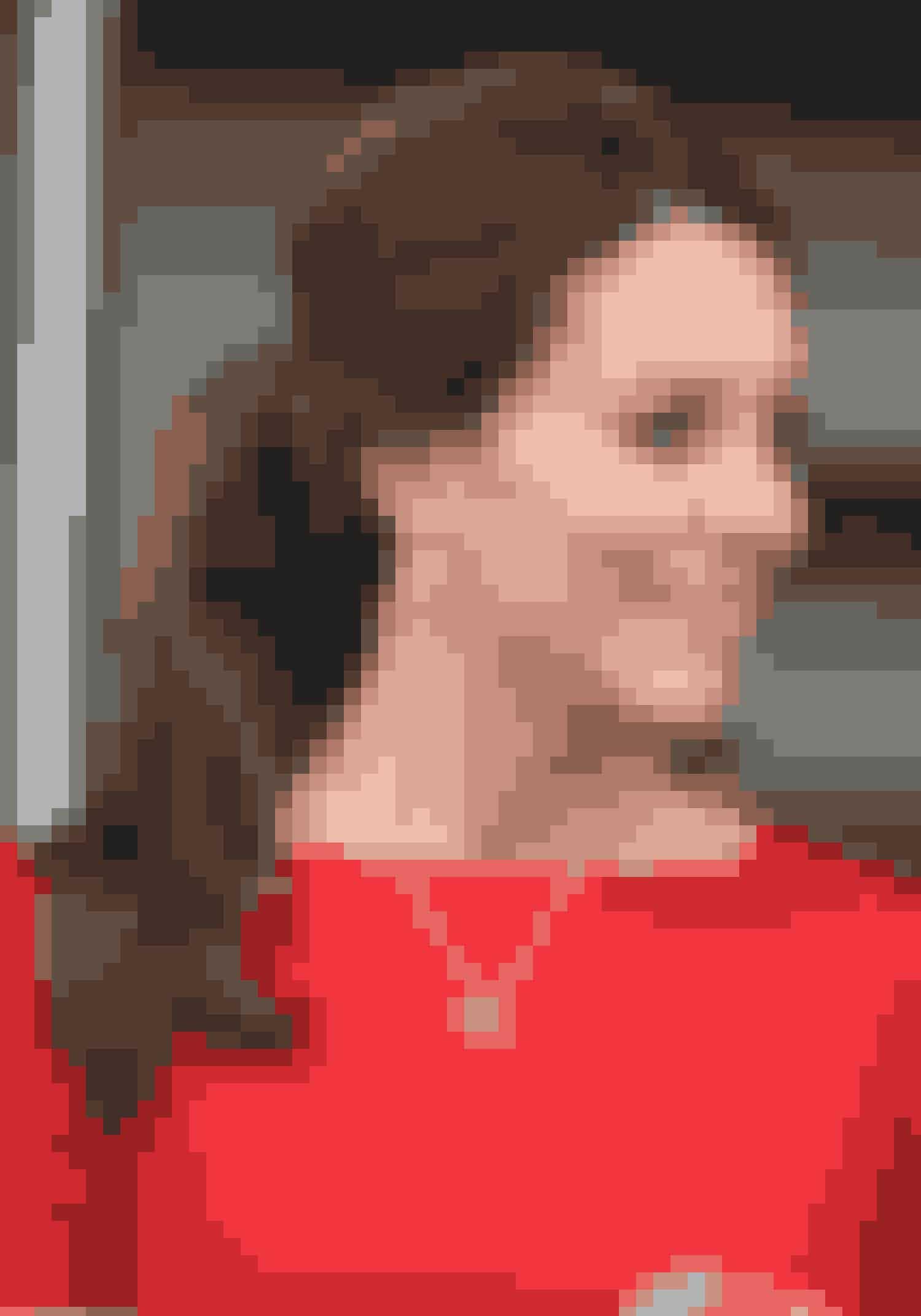 Kate MiddletonBare fordi man er en del af den britiske kongefamilie behøver man ikke være for fin til den populære hestehale. Og det kan man da heller ikke beskylde den smukke hertuginde for at være. Frisuren står perfekt til hendes nøddebrune længder.