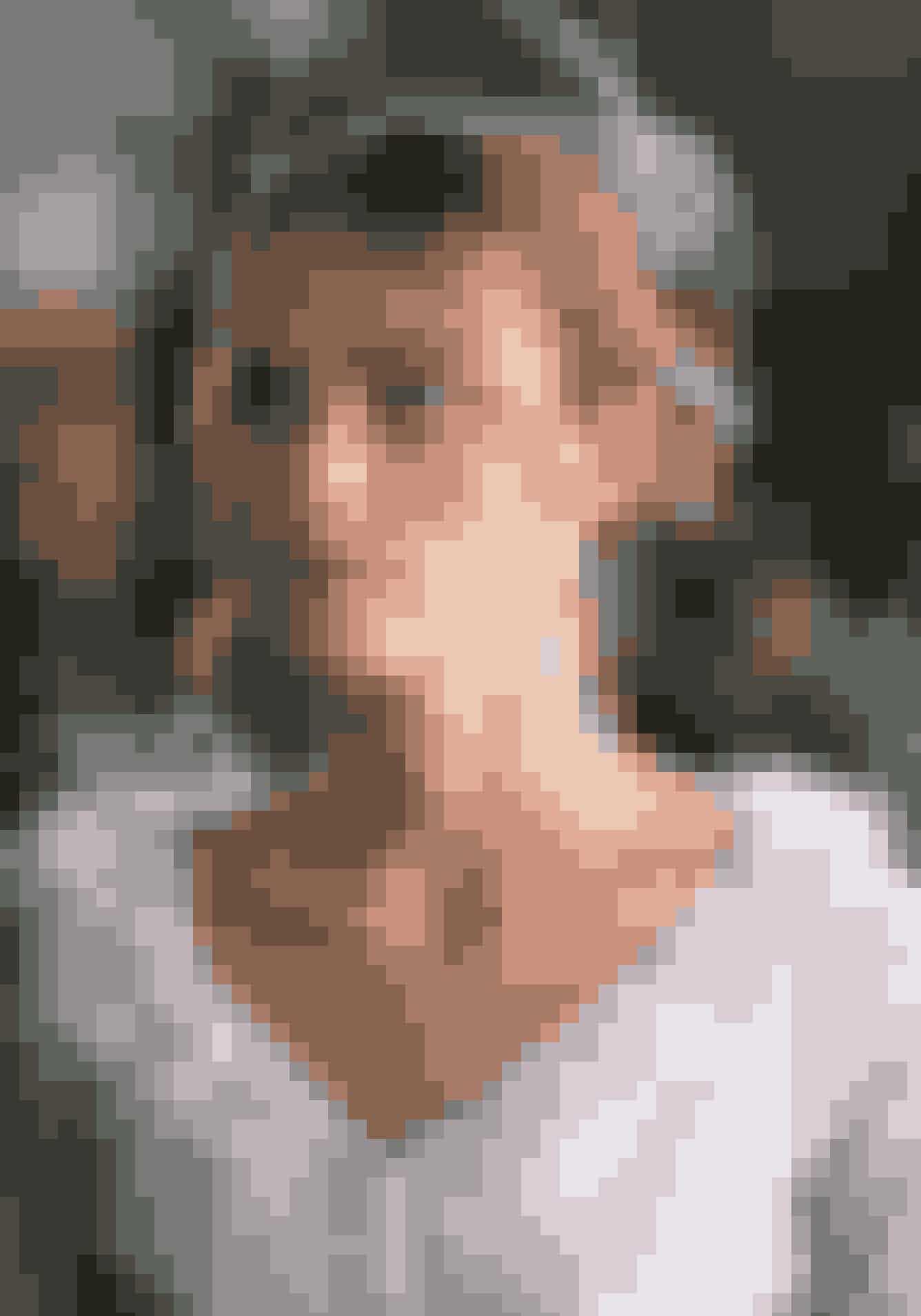 Keira Knightley, Love ActuallyKeira Knightley var kun 18 år gammel, da hun spillede den smukke brud, Juliet, i den romantiske julekomedie Love Actually. Husker du også den søde, 10-årige dreng, Sam, der bliver håbløst forelsket i skolekammeraten Joanna? Sam blev spillet af skuespilleren Thomas Brodie-Sangster, der på det tidspunkt var 13 år gammel, og altså kun 5 år yngre Keira Knightley.