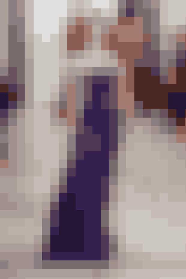 FARVEN LILLALigesom Prince gjorde det, skal du også til at gå i lilla til efteråret. I hvert fald hvis du spørger designerne. Om den så er blommelilla, pinklilla, mørke- eller lyselilla eller en anden art af lilla, er op til dig. Tag et kig på designernes 50 shades of purple.I det IN, der er på gaden lige nu, kan du få tips til, hvad du skal købe fra den lilla trend, og hvordan du skal bruge den i din stil.Ralph Lauren AW16.
