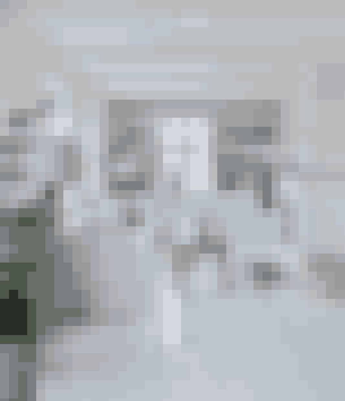 Et hvidt gulv får selv den mindste stue til at synes større.