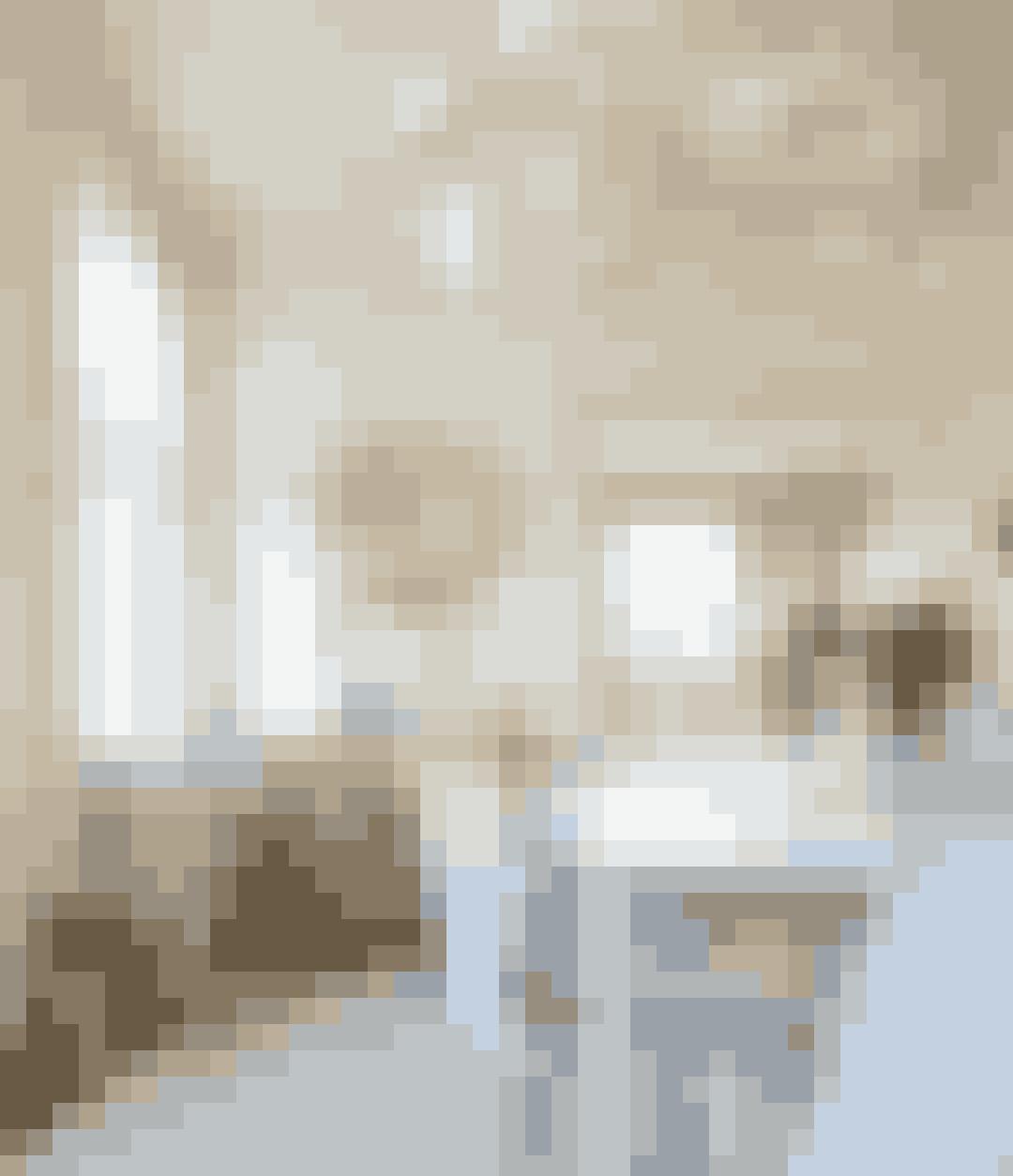 Spring ud i forskellige nuancer af hvid. Gå efter de beige-lignende farver for at få varme i rummet.