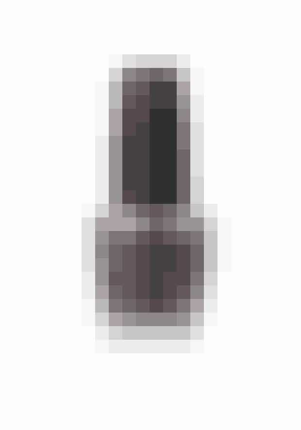Cool metalDe metalliske lakker er ekstremt flotte og meget sofistikerede, hvis neglene ikke er alt for lange. Har du meget rillede negle fra naturens hånd, så læg en udglattende underlak på først. Denne udgave er sølv med et lilla skær.Next Stop The Bikini, OPI, 125 kr.Fås online HER