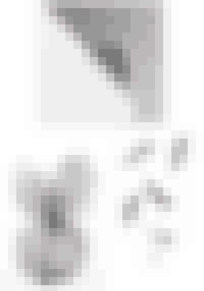 PostersStilleben, 'Poster feather', 275 kr.Købes online HERBy Lassen, 'FL funkis', 199 kr.Købes online HERStilleben, 'pink leaf', 280 kr.Købes online HER
