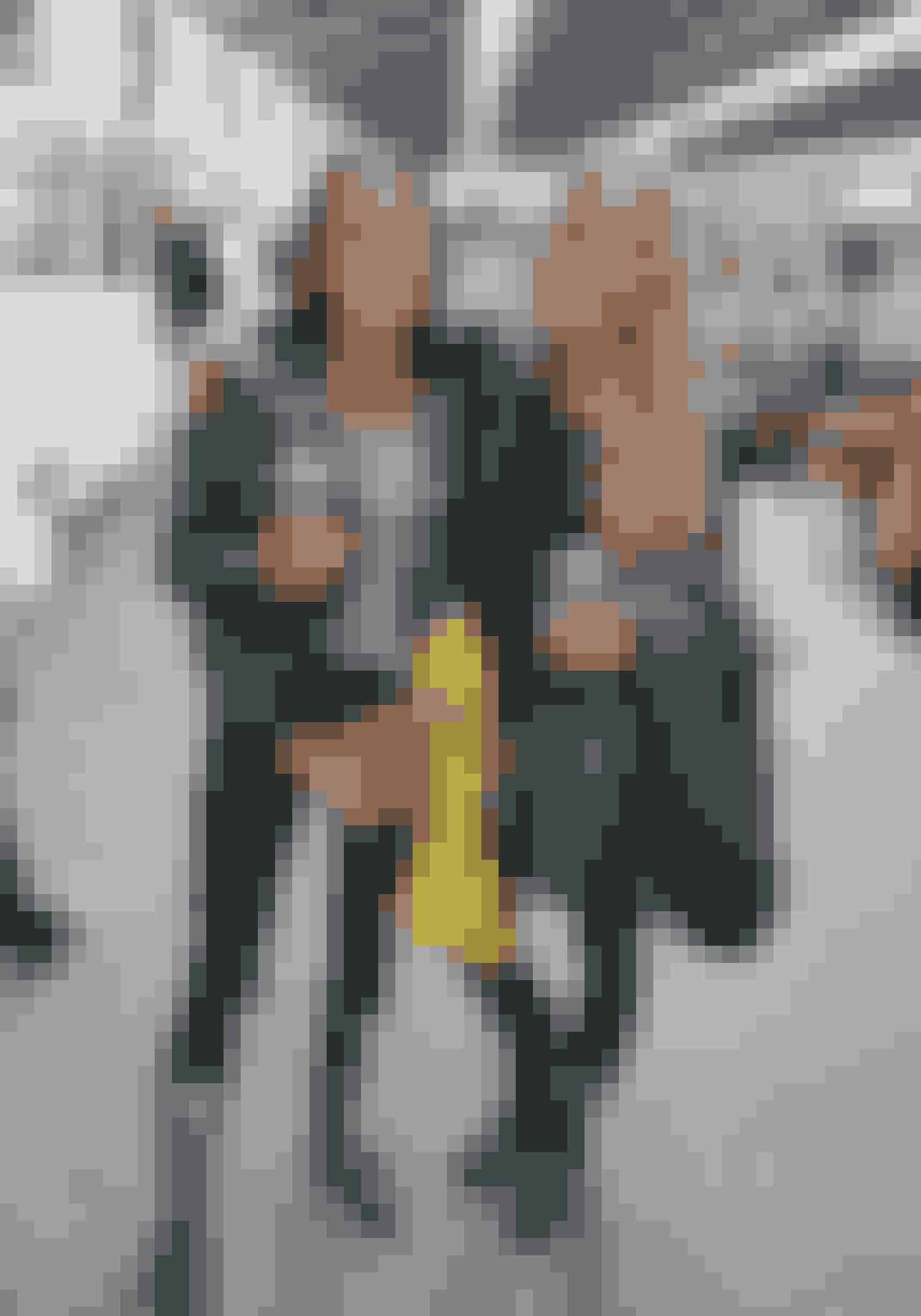 """Kusinerne Line Thilde 25, Simone 25Grøn jakke Danefæ, gul Rains regnjakke""""Gi den gas - hav altid regnjakke, gummistøvler og skiundertøj med"""""""