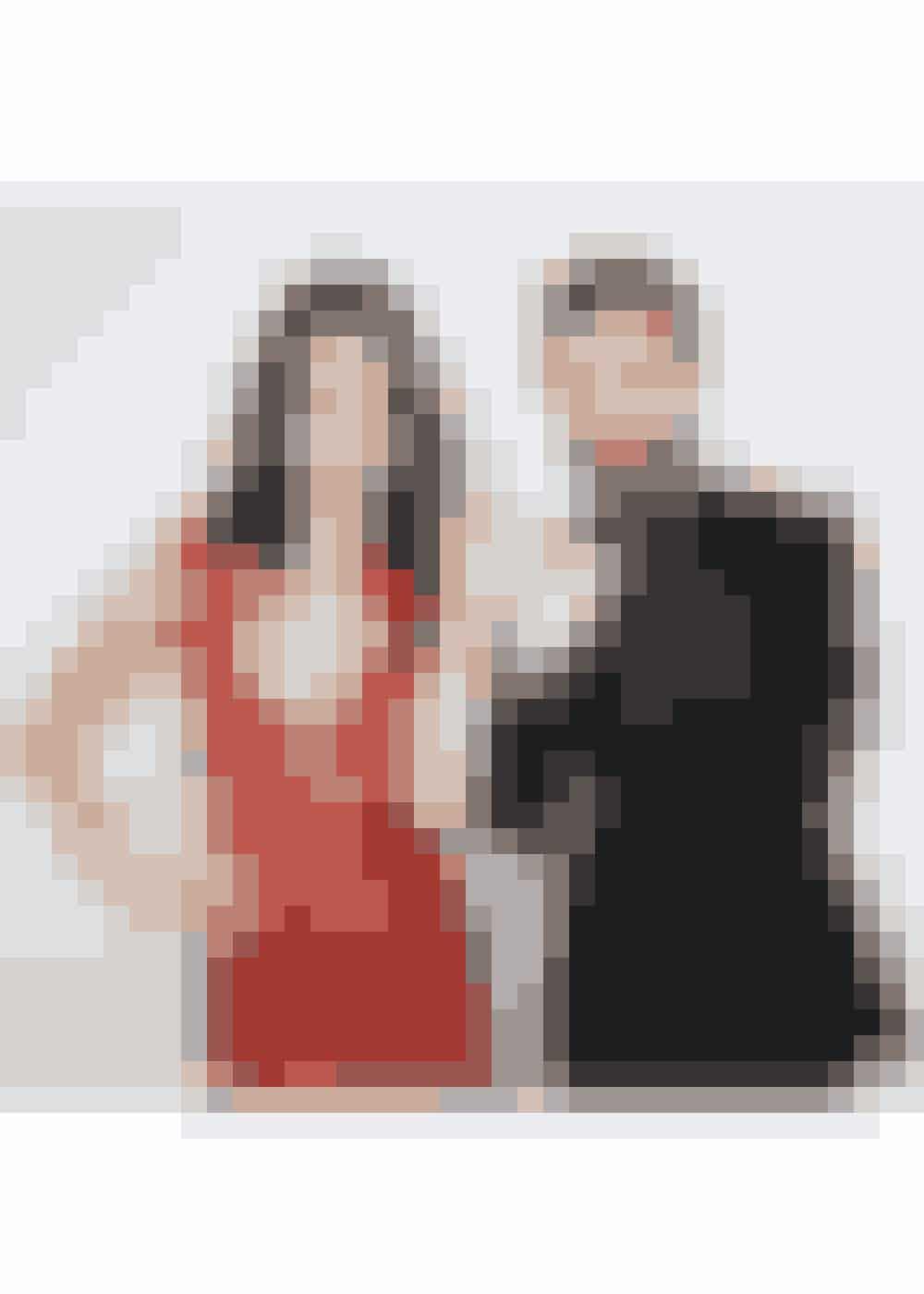 Sangerinde og skuespiller Selena Gomez med Louis Vuittons chefdesigner Nicholas Ghesquière i Los Angeles