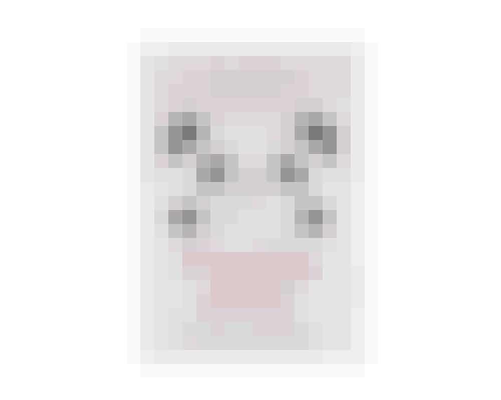 PandaøjneDet 11 år gamle koreanske skønhedsbrand TonyMoly er kendt for deres sjove emballager, fx en håndcreme udformet som en lille pandabjørn eller en peelingcreme som et æble. Men lad dig ikke narre, for produkterne erinnovative og effektive. Disse små masker til øjnene indeholderbambusekstrakt, som er rig på aminosyrer – det hjælper på de mørke rande under øjnene, har en lysnende effekt og udglatter de små linjer omkring øjnene. Masken minder om øjnene på en pandabjørn, deraf navnet.Panda's Dream Eye Patch, TonyMoly,40 kr. hos Sephora.