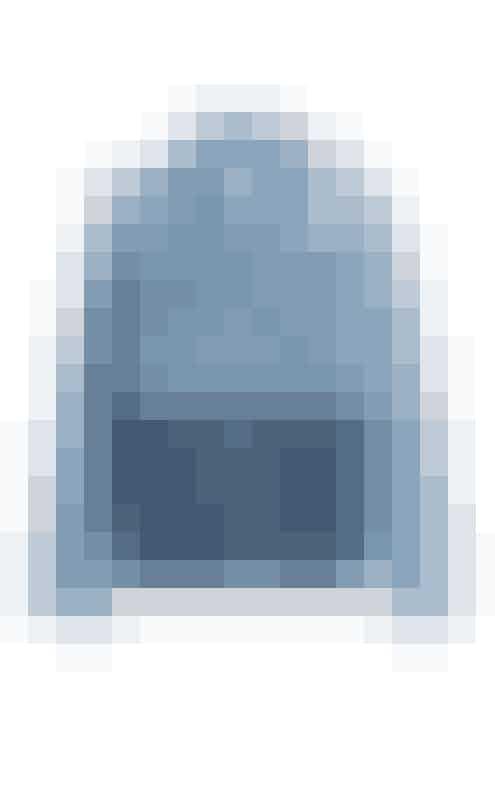 DenimjakkeDenimjakken er både praktisk og cool, og så er jeg vild med kombinationen af de forskellige denimfelter, der giver jakken et nutidigt og grafisk patchwork-look.Denimjakke, SJYP hos Styebop, 3.119 kr.Fås online HER