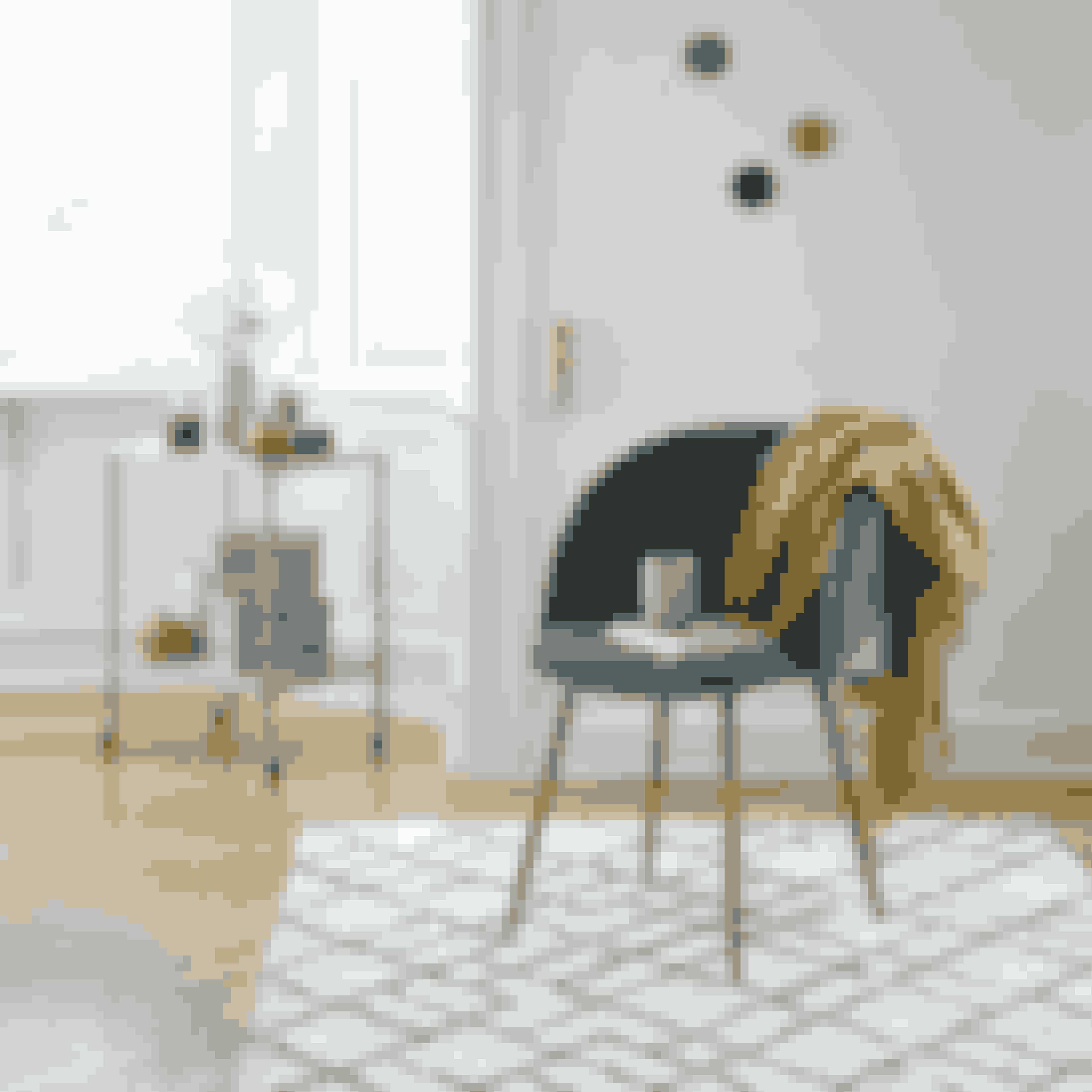 Få det romantiske og ekstravagnte look med denne velourstol. Stolen er en fin kombination af parisisk og nordisk design. brug stolen ved dit spisebord eller som midtpunkt i en hyggekrog med lækre tekstiler, der varmer.Stol, 389 kr.