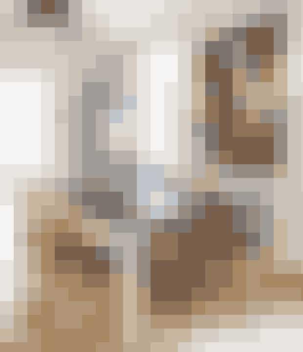 Bland organiske former og materialer med skarpe linjer for et moderne udtryk. Find fx stolene her!