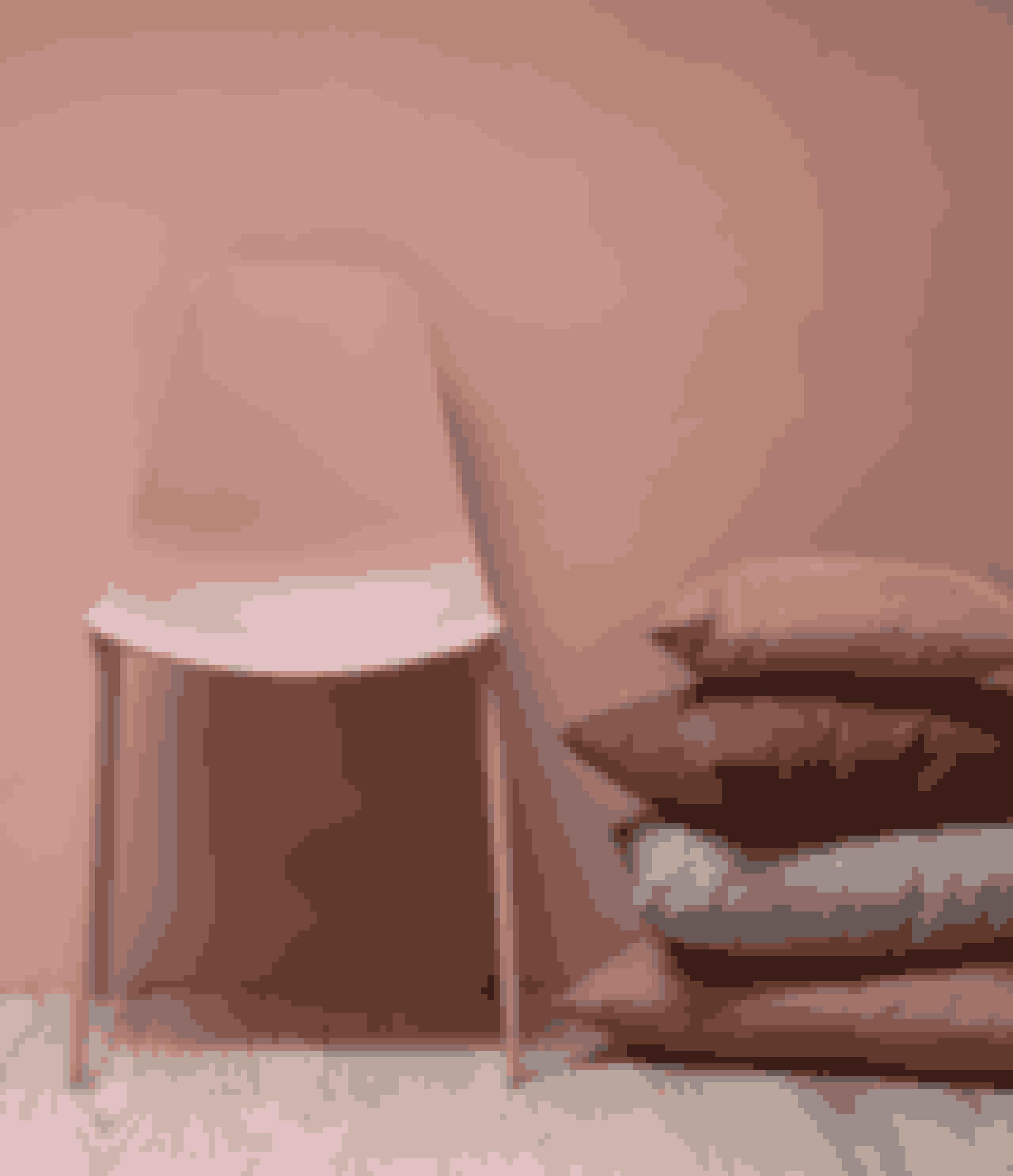 Stol, fås i seks farver, 298,00 kr.Pyntepude, fås i syv farver.45 x 45 cm,58,00 kr.