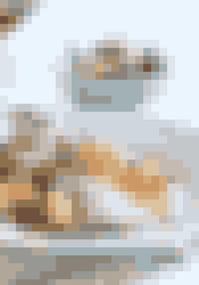 Har du mulighed for det, så vælg en lille tallerken, når du skal fylde den op med julemad - og fyld den med mindre potioner. En god tommelfingerregel for potionernes størrelse er:Pasta og ris: en portion på størrelse med din knytnæveProtein: en potion på størrelse med din håndflade uden fingreMad med meget fedt: en portion på størresle med din tommelfingerGrøntsager: Så mange du vil have!