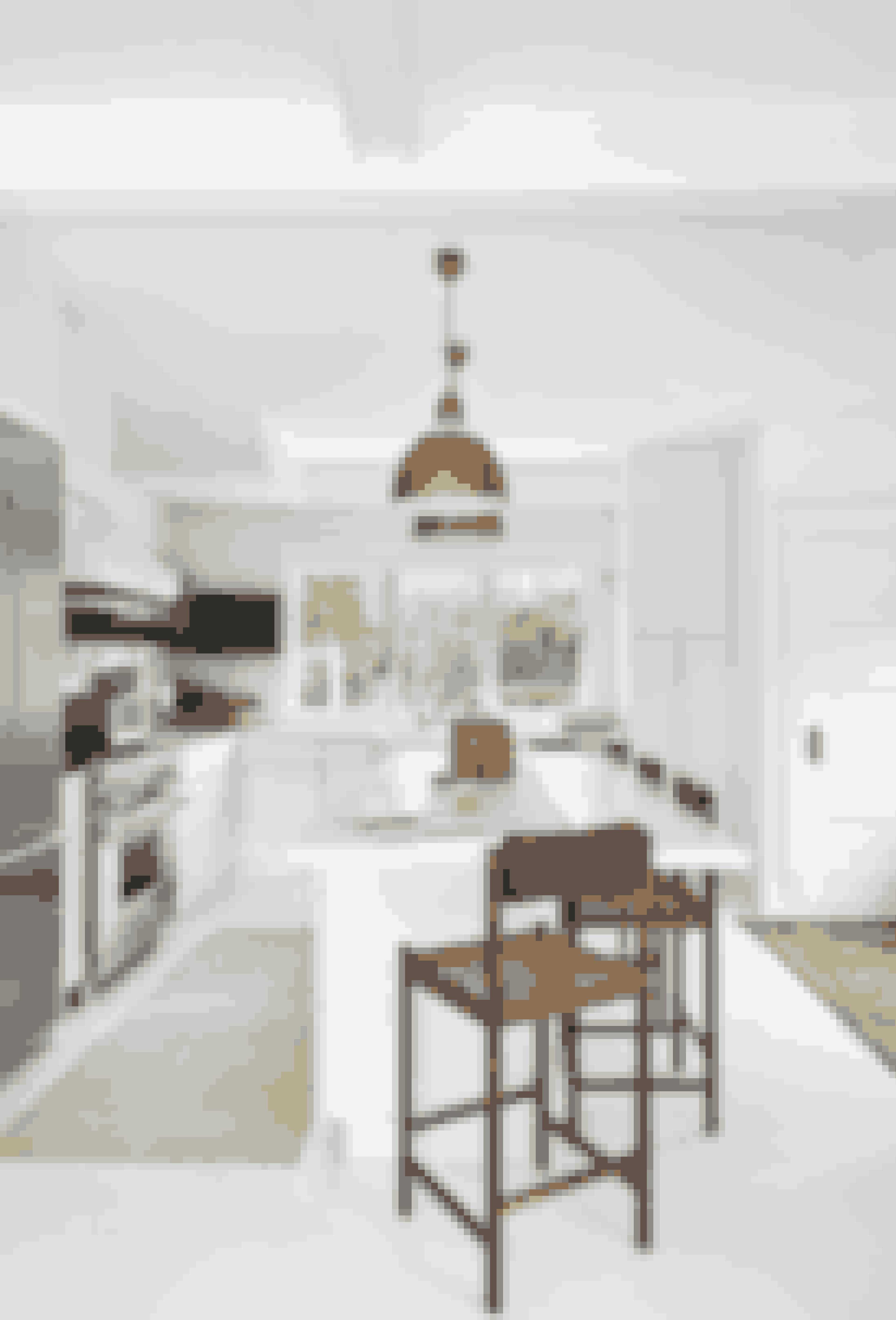 Brug materialer som ulakeret messing, hvidt læder, marmor og mørkt træ, som spiller godt sammen og understøtter et enkelt, sofistikeret udtryk. Køkkenet er designet af indretningsfirmaet Space V & T. Barstole er fra Thomas Hayes Gallery. Loftslamper er fra Nickey Kehoe, og det marokkanske tæppe er vintage og købt hos Rugs & Art.