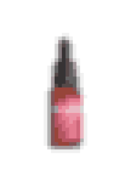 God mod aldrende hudRig på økologisk hybenkerneolie, som absorberes hurtigt. Olien er også god at bruge på kroppen, da den er god mod strækmærker.Certified Organic Rosehip Oil, Trilogy, 20 ml, 189 kr.Købes online HER