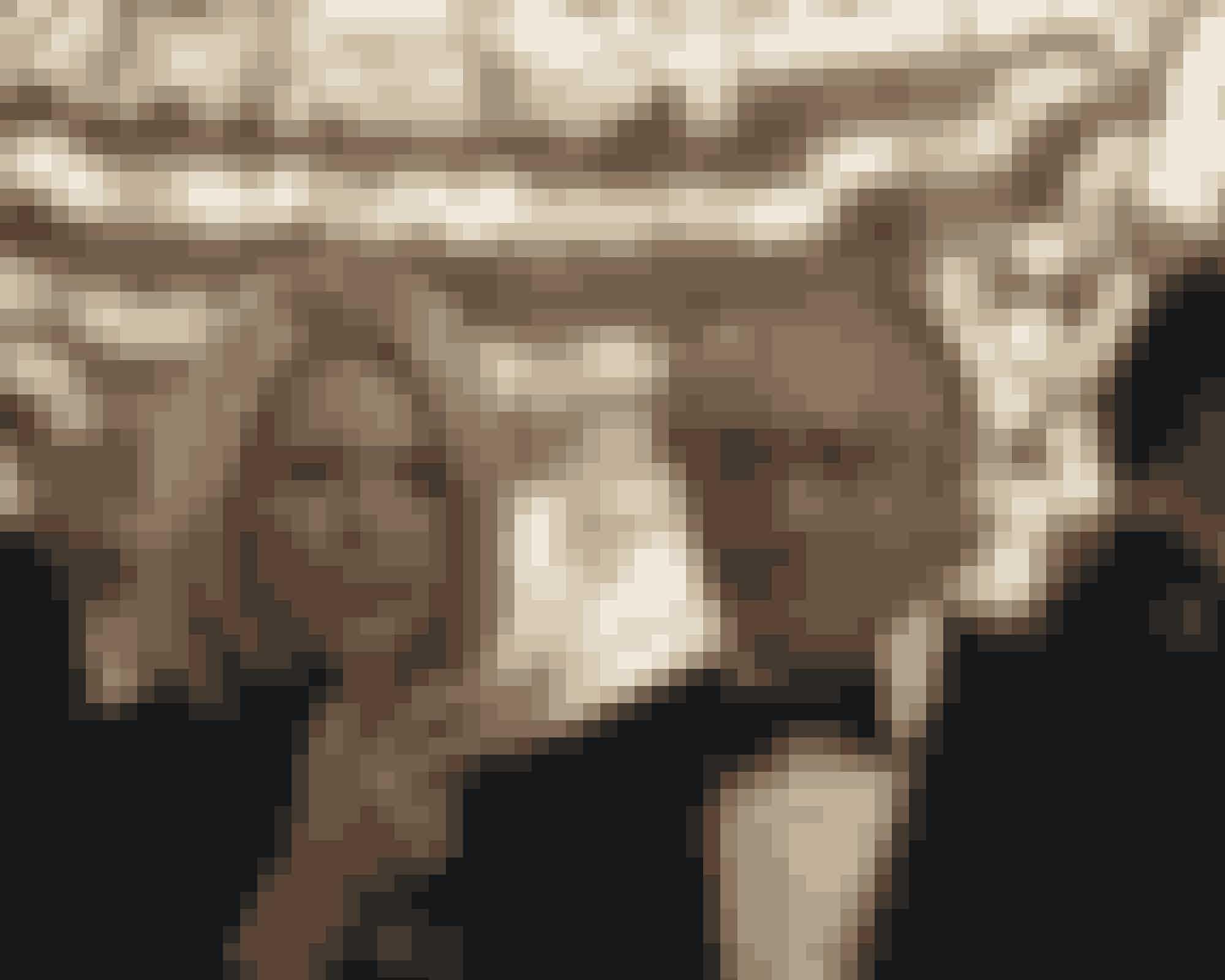 Robert De Niro spiller finansmanden Bernard Madoff i HBO's 'The Wizard of Lies'. Michelle Pfeiffer spiller hans hustru, Ruth.