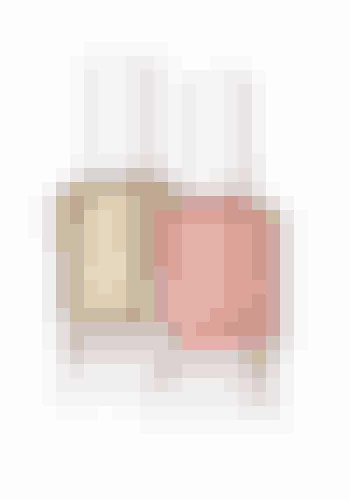 Metalliske negleEn varm strik og metalliske lakker på neglene er for mig den flotteste kombi dette efterår. Mine favoritter er disse to bløde nuancer.Oh Behave (varm rosa med shimmer), Essie, 100 kr. Købes online HER Getting Groovy (guld), Essie, 100 kr. Købes online HER
