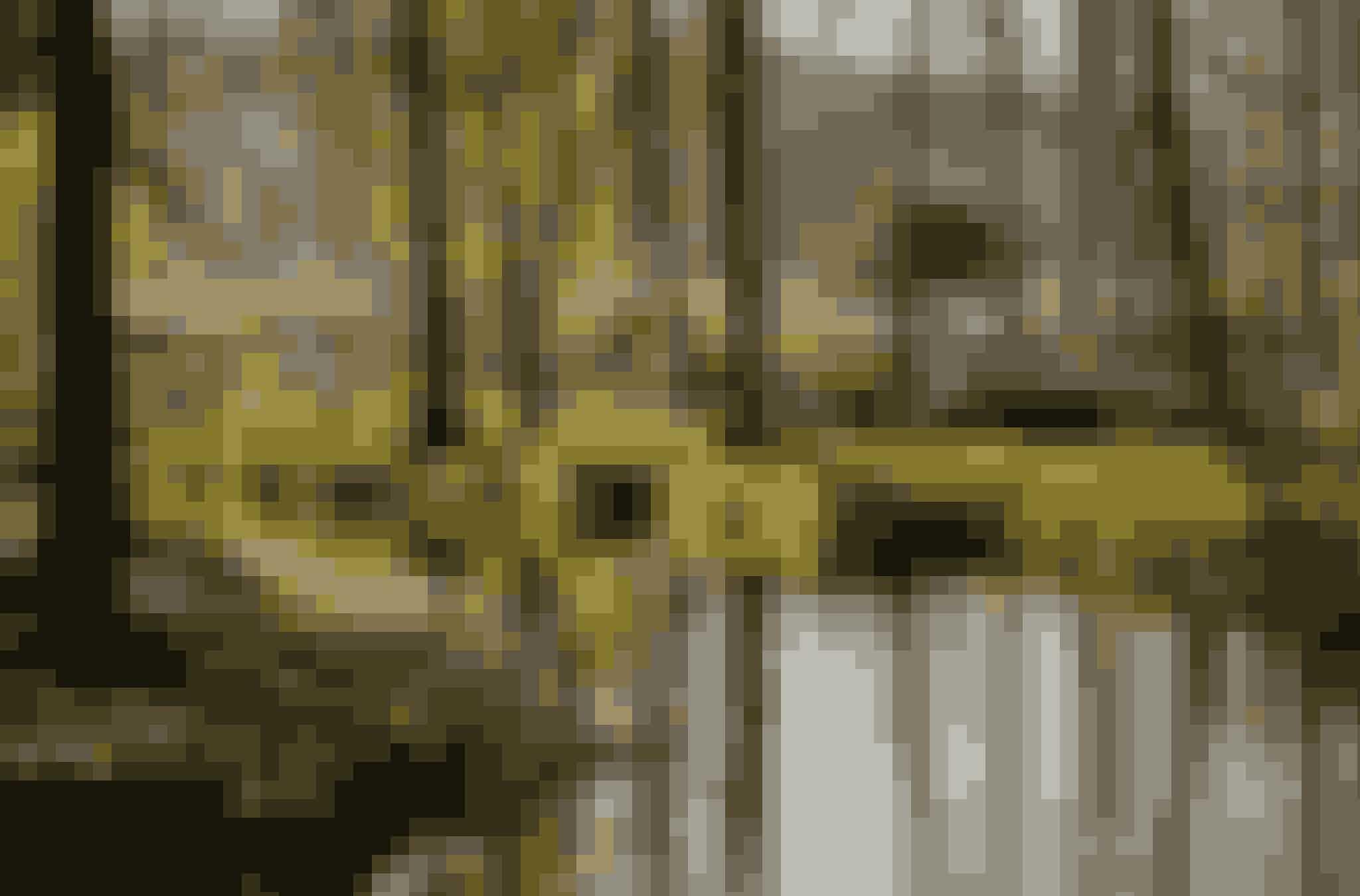 Den romantiske have Sanderumgaard, øst for Odense, har de senere år gennemgået en kæmpe forvandling og står nu så flot som i 1800-tallet, hvor bl.a. H.C. Andersen og B.S. Ingemann besøgte den fynske landskabshave. Havens areal er 15 hektar med de originale hytter Tankefuld og Sommerlyst, hvor man kan læse om stedets historie, samt et større kanalsystem på ca. to kilometer, der samler øer, plæner, rosenhaver og park.  Kørestolsbrugere kan færdes på de store stier, og man må gerne medbringe egen picnic i haven og hunde i snor – og med hundepose. Entréen koster 60 kroner og betales med MobilePay ved indgangen. Alle indtægter går ubeskåret til vedligeholdelse. Haven er åben tirsdag-søndag kl. 11-17.