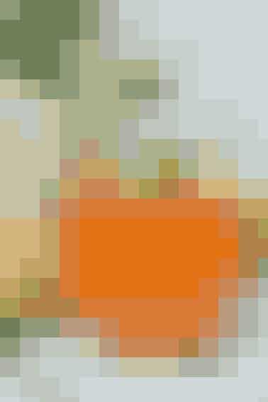 Opskrift af Kim Gravenhorst  Ingredienser: 2 røde peberfrugter, 1 majskolbe, 2 æbler, isterninger, evt. lidt brøndkarse til pynt  Sådan gør du: Skær peberfrugterne igennem og fjern kerner og stilk. Pil bladene af majskolben og skær den i tykke skiver. (Er din saftpresse ikke så stærk, kan duskære majskornene af kolben, inden de presses). Kom peberfrugt, majsskiver og æbler i saftpresseren og pres saften af. Servér med isterninger og evt. lidt  brøndkarsen på toppen.