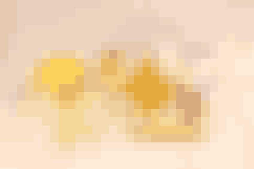 Ingefær har længe været brugt til at behandle kvalme og søsyge. Og da tømmermænd kan minde om at have søsyge i sine symptomer, kan denne lette lindring udrette mirakler. Et godt bud er at brygge en kop ingefær-te:Skær 10-12 skiver frisk ingefær. Bland med 4 kopper vand og kog det i 10 minutter. Pres det sidste saft ud af ingefær-skiverne. Tilsæt juicen fra 1 appelsin og ½ citron. Tilsæt til sidst honning efter behag.