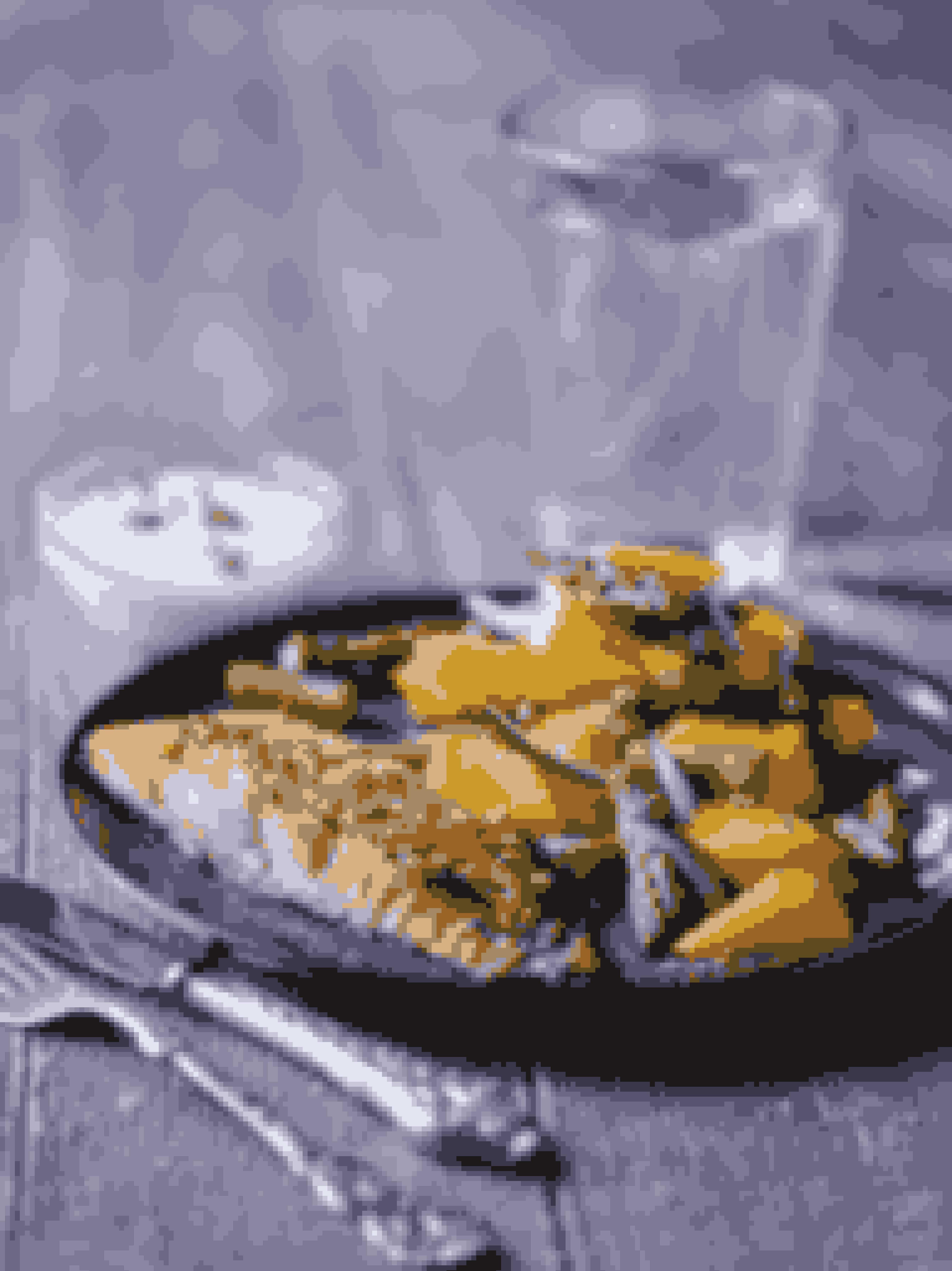 Tilberedningstid: 35 minutter inkl. bagetidMængde: 1 personDet skal du bruge150 g laks½ tsk. smør1 tsk. ahornsirup1 tsk. olivenolie½ tsk. tørrede chiliflager100 g grønne asparges½ mango1 lille rødløgPeberSalt2 spsk. fraiche 5 %Sådan gør duSmør et lille ovnfast fad og læg laksestykket med skindsiden nedad.Pensl først ahornsirup på overfladen, derefter olie, og drys til sidst med chiliflager.Bag laksen i en varm ovn i cirka 20 minutter ved 200 grader, til den er gennembagt og overfladen er glaseret.Fjern den nederste, tørre ende af aspargsene. Hæld kogende vand på dem og lad dem trække i 2-3 minutter, til de er mørkegrønne. Hæld vandet fra og skær aspargsene i 2-3 cm skiver.Skræl mangoen og skær frugtkødet i passende stykker.Snit rødløget i tynde skiver.Bland asparges, mango og rødløg til en salat og kværn lidt sort peber på. Salt din mad efter behov.Det bør der ligge på din tallerkenEn håndfuld bagt laks, to håndfulde mangosalat og to spiseskefulde fraiche 5 % som dressing.Sådan fordeler du efter Sense-tallerkenmodellenHåndfuld 1+(2):  Asparges, rødløgHåndfuld 3:  LaksHåndfuld 4:  MangoFedt:  Smør, olivenolieMælkedressing:  Fraiche 5 %Smagsgiver: Ahornsirup, chiliflager, salt og peberTip: Bland friske krydderurter i fraiche-dressingenTip: Brug kylling i stedet for laks