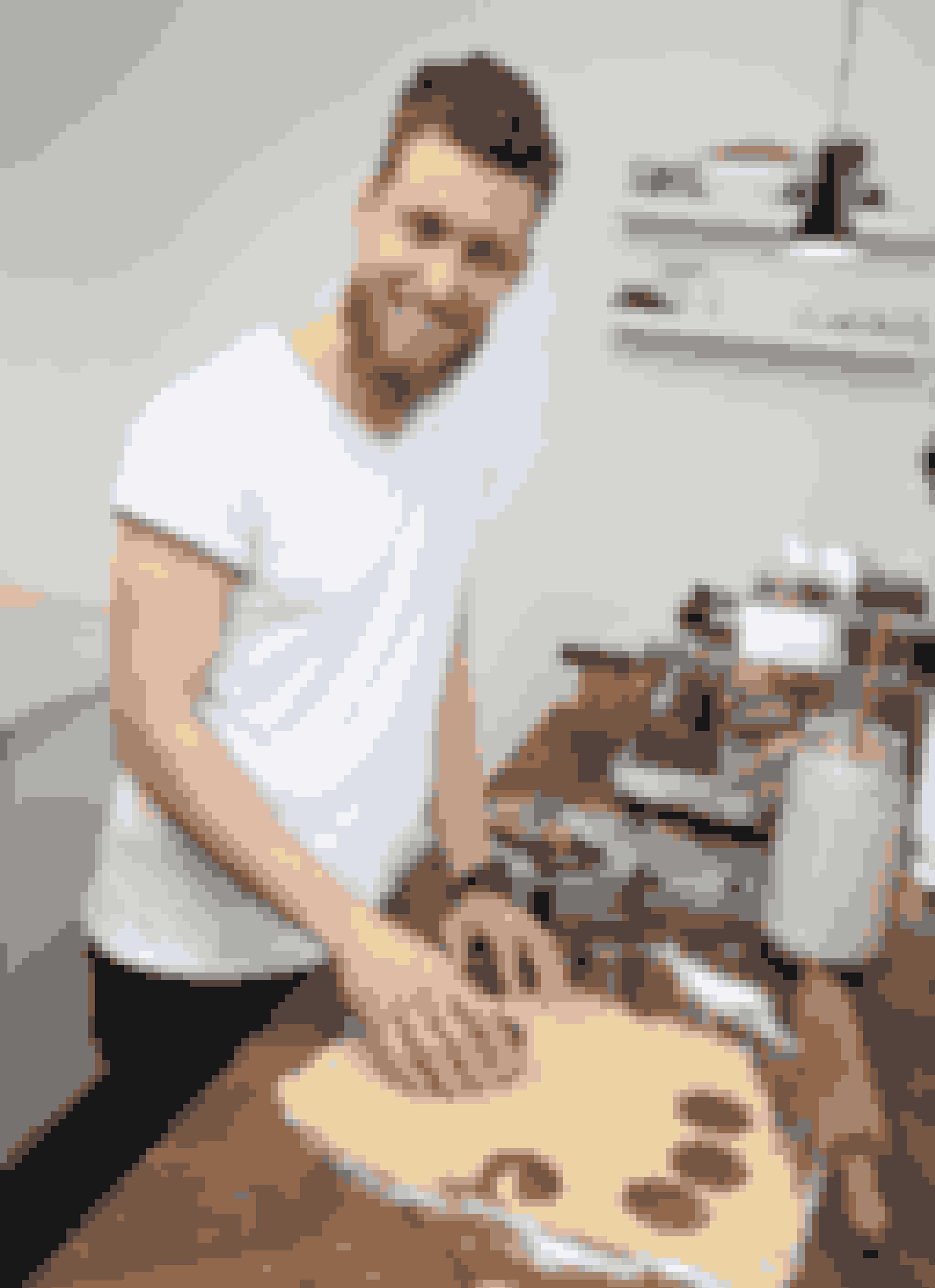 28-årige Jesper Søvndal fra Kolding er den eneste mand, der er tilbage i kagekonkurrencen. Han har flere gange tilegnet sig den fornemme mesterbager-titel med det tilhørende forklæde.