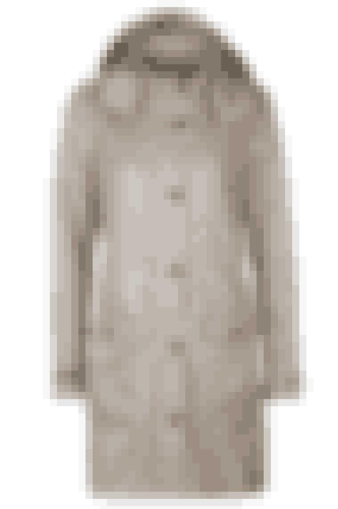 En skøn, lys jakke med hætte er perfekt til en god gåtur og de lidt køligere dage. Denne er fra Ellos Collection og koster 499 kr.Køb den her >>