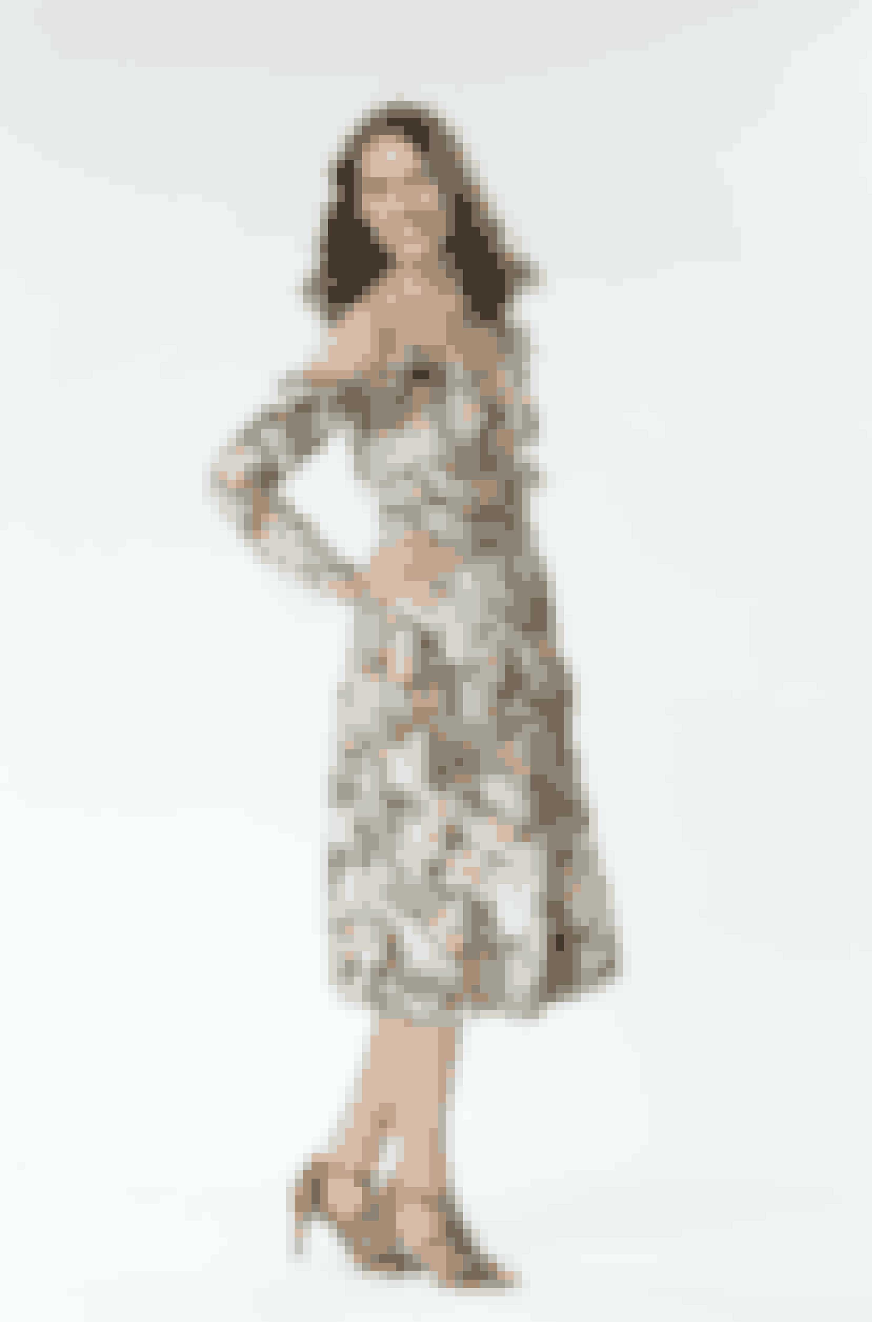 For Annette, som sjældent går i kjole, er det vigtigt, at det ikke bliver alt for damet. Heldigvis var hun vild med denne sommerblomstrede kjole.