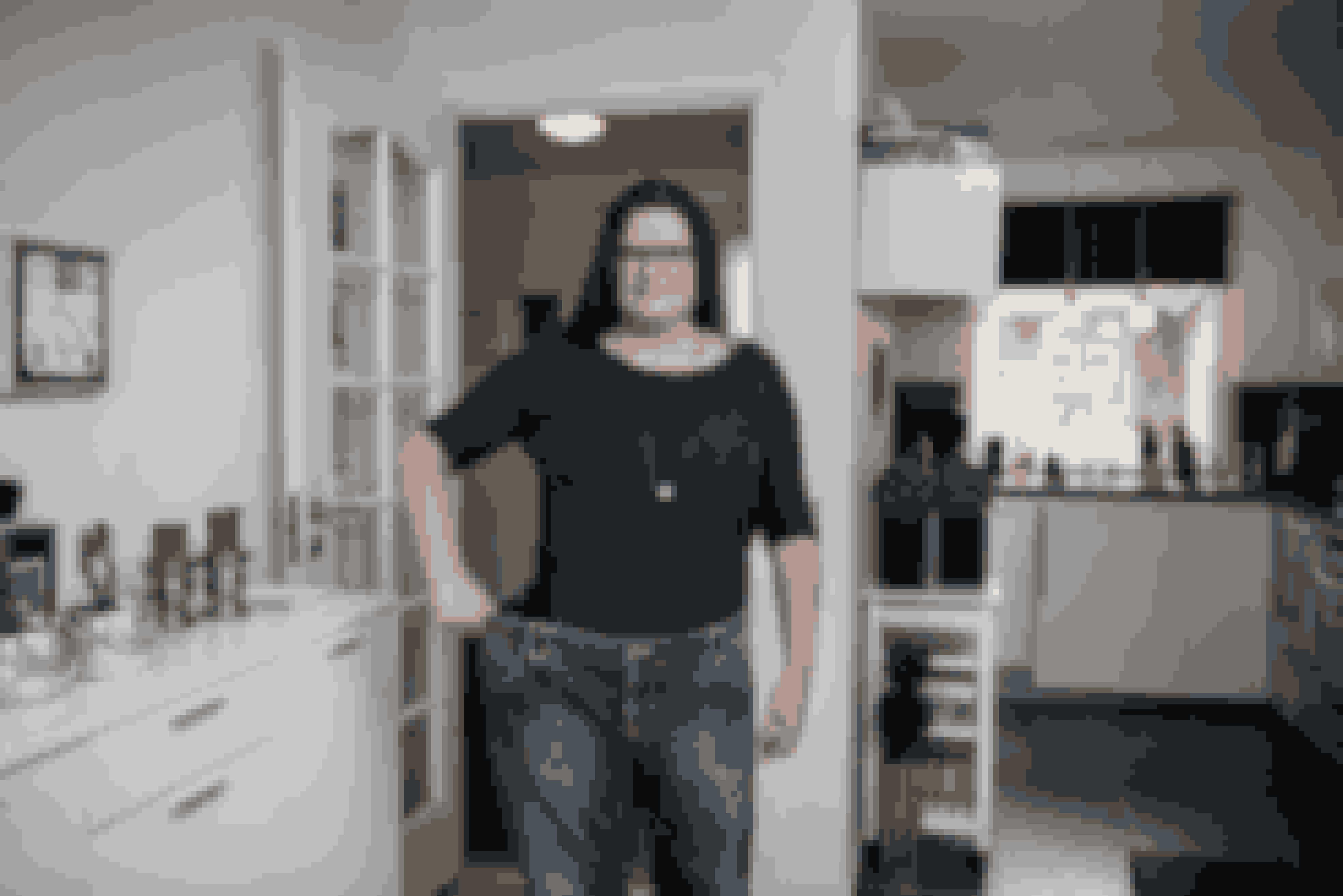 Camilla har gemt et par af sine gamle bukser for at minde sig selv om, hvor stor hun var.