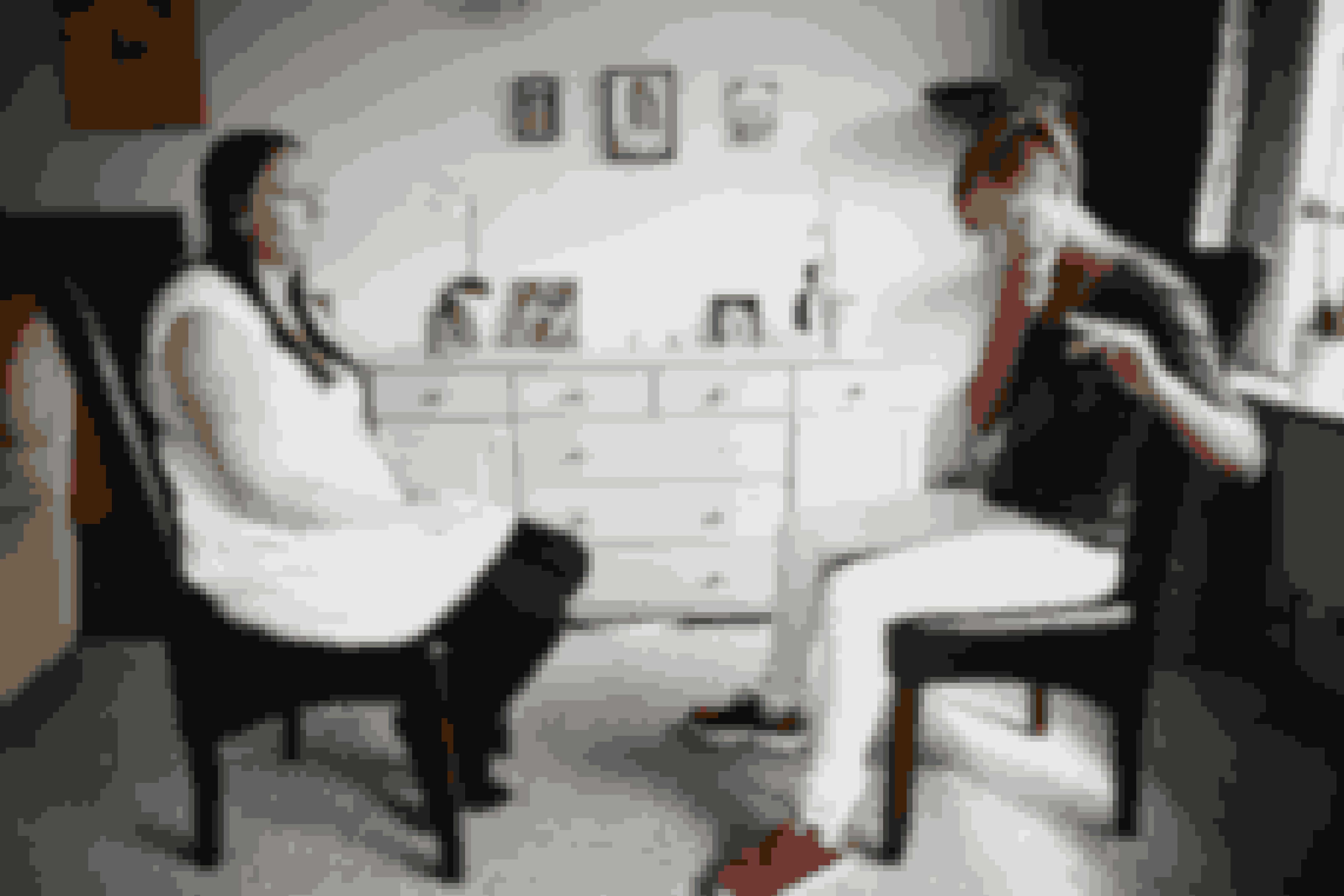 Clairvoyant Marzcia Techau får kontakt til Benjamin på den anden side, og overraskende nok også til hans storebror, som Karina ufrivilligt aborterede for 15 år siden.