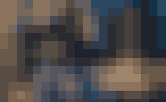 Alder: 29 år - født 10. august 1987Vægt: 88 kiloHøjde: 1.93 meterArbejde/uddannelse: Faglært landmand siden 2009Landsdel: MidtjyllandBopæl: Lejer gård af sin søsterLandbrug: Kvier til avl, selvstændigBørn: IngenDanni elsker naturen og dyrene, men særligt den 'frihed under ansvar', som han føler, at landbruget giver ham. En typisk arbejdsuge er på 40-50 timer. Selvom Danni har haft en hård skolegang med mobning og har kæmpet med ordblindhed, så beskriver han sig selv som en positiv, glad, omsorgsfuld, talende, ærlig og betænksom person. Nogle gang også lidt genert. Fritiden går med løb, styrketræning, hans motorcykel og traktortræk. Danni har været single de sidste fire måneder og søger en pige, som har ro i kroppen og ben i næsen, er naturlig, selvsikker og glad. Kærlighed er for ham: Ro, tryghed, nærvær og ærlighed.