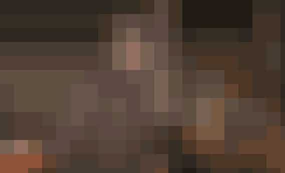 Alder: 27 år - født 24. juni 1989Vægt: 68 kiloHøjde: 1.87 meterArbejde/uddannelse: Har arbejdet som landmand 10-15 år.Mangler sidste modul på uddannelsen, som han påbegynder snart Landsdel: Sydjylland Bopæl: Egen lejet gård Landbrug: Malkekøer og kvier Børn: IngenFamilien betyder meget for Nichlas, og han bruger meget tid sammen med dem. Han beskriver sig selv som en følsom fyr, der vil gå gennem ild og vand for de mennesker, han holder af. Han har let til tårer, er kærlig, loyal og har hjertet på det rette sted. Han ved godt, at han kan virke lidt reserveret, men han forsikrer, at det kun er indtil, man lærer ham at kende. I virkeligheden er han bare genert. I sin fritid går han på jagt og er sammen med sine venner. Det er ved at være længe siden, at Nichlas var i et forhold. Faktisk har han kun været i et enkelt forhold, som varede i fem måneder. Han søger en pige, der er loyal, ærlig, humoristisk og har gåpåmod. Og så vil det slet ikke gøre noget, hvis hun arbejder med landbrug eller bare har en interesse i det. For Nichlas er kærlighed det der blik, hvor man ved, at man bare er hinandens. Han beskriver det med; 'det er os to mod verden-kærlighed'. I et forhold er intimitet, intensitet og masser af kram vigtigt.
